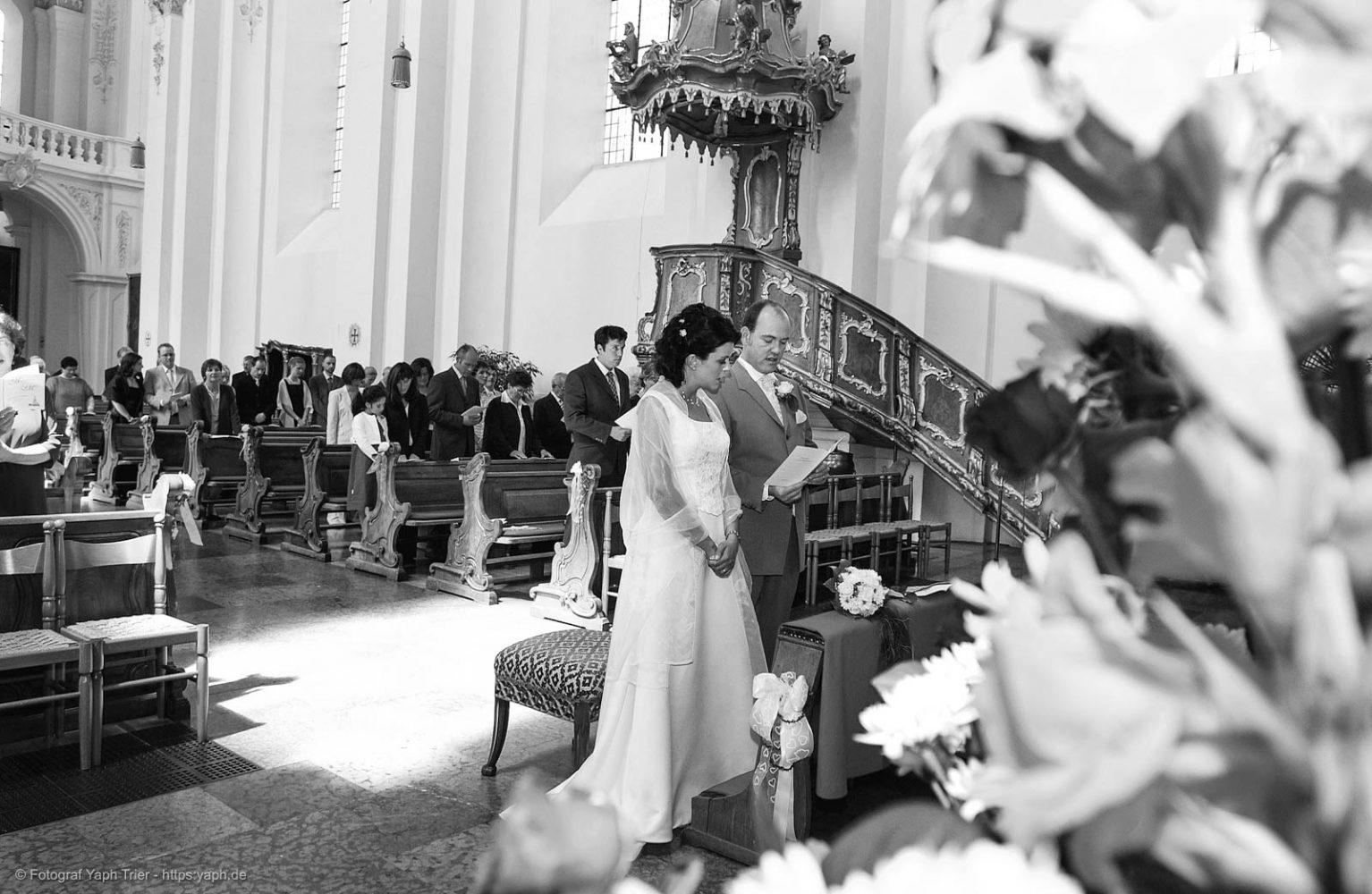 Hochzeitsfotoreportage und Bilder der kirchlichen Trauung Mireille-Marco bei Fotografie Trier - Yaph
