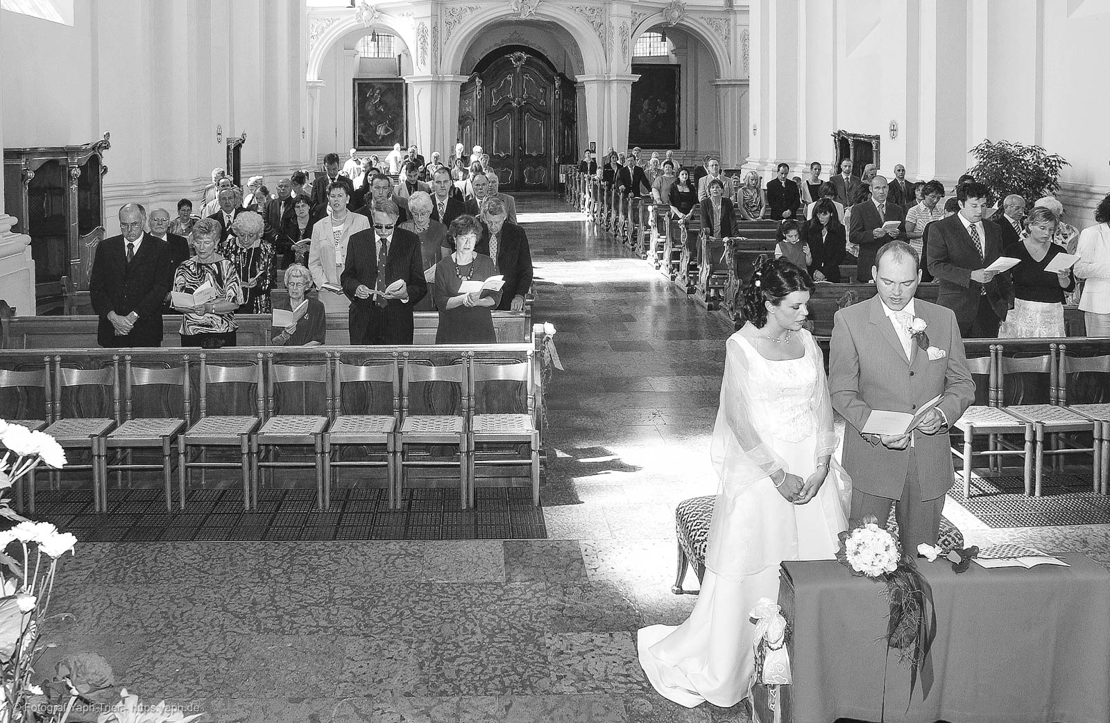 Hochzeitsfotoreportage und Bilder der kirchlichen Trauung Mireille-Marco bei Fotograf Trier - Yaph