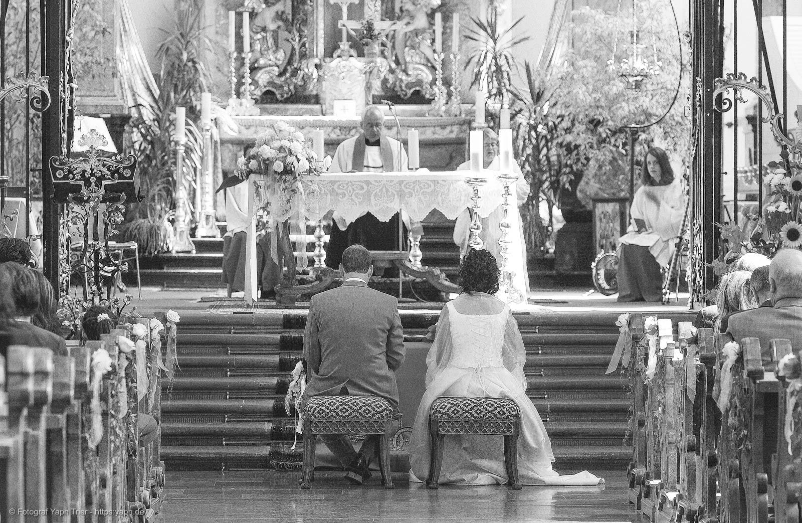 Fotografie der kirchlichen Trauung Mireille-Marco bei Fotograf Trier - Yaph