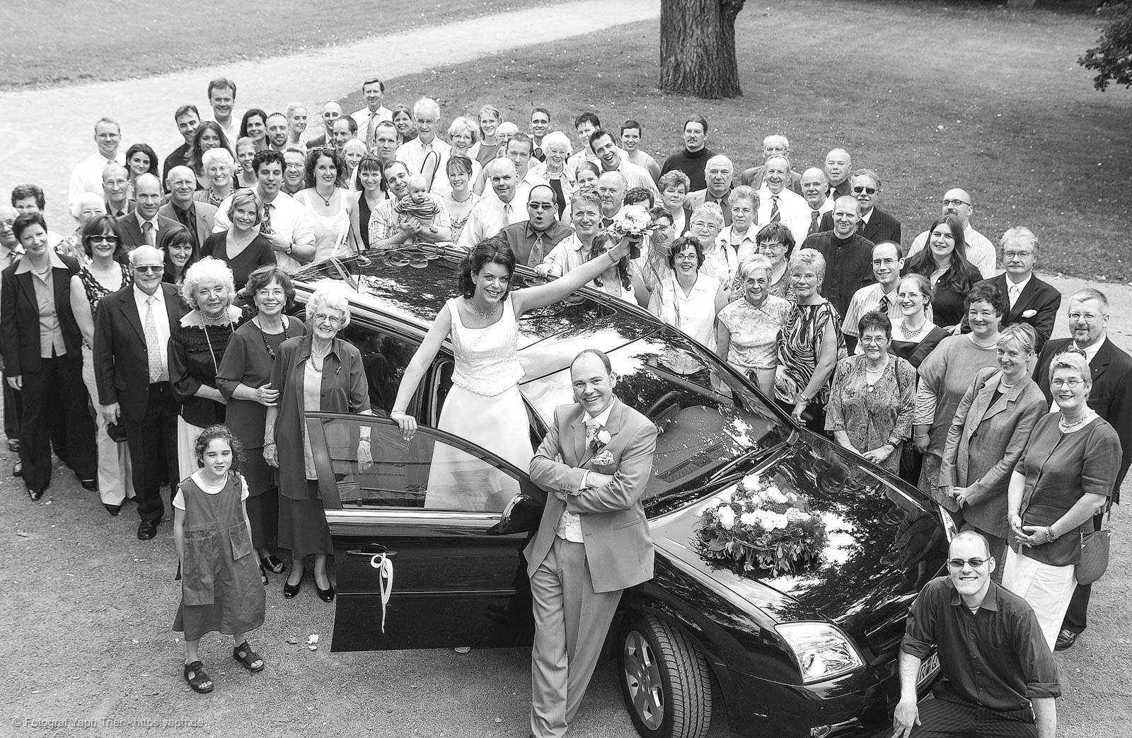 Hochzeitsfotos und Foto mit Gästen von Mireille-Marco bei Fotograf für Hochzeit Trier - Yaph