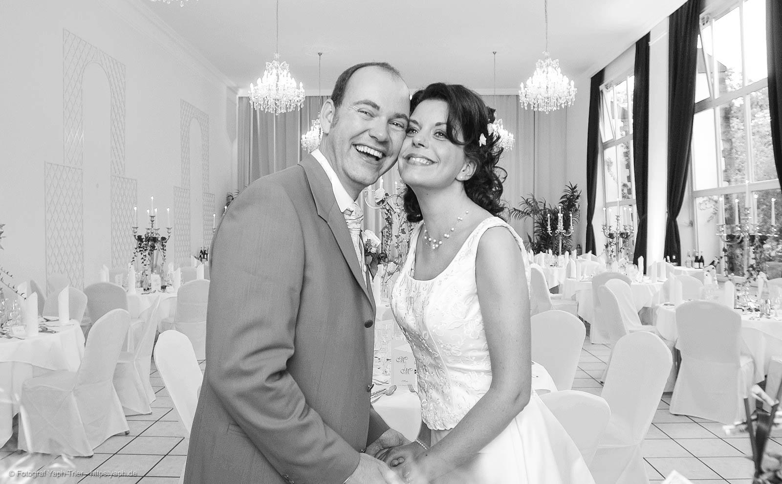 Hochzeitspaar Mireille-Marco in der Orangerie Nells Park Hotel Fotograf Trier - Yaph