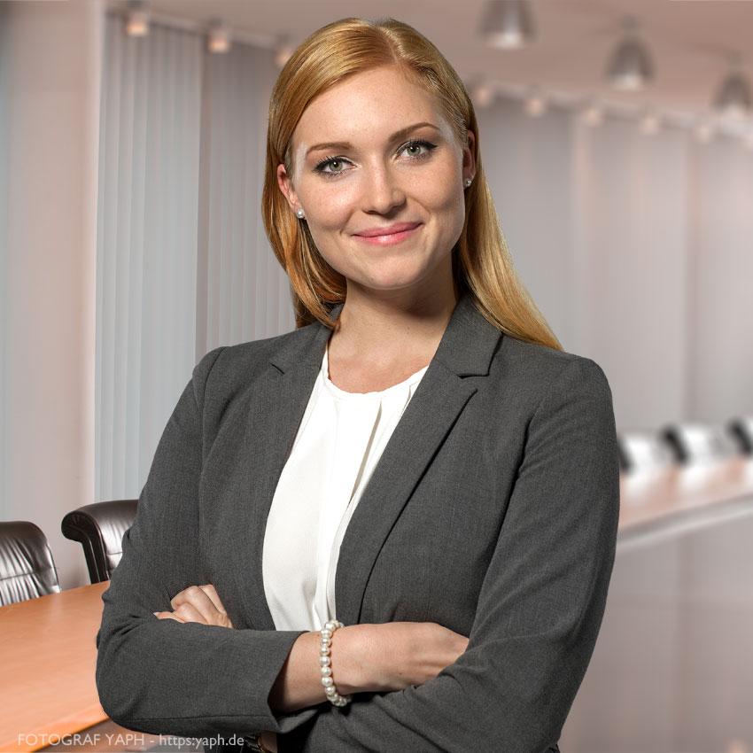 Bewerbungsfotos und Mitarbeiterportraits für Banken und Firmen bei Fotograf in Trier Yaph