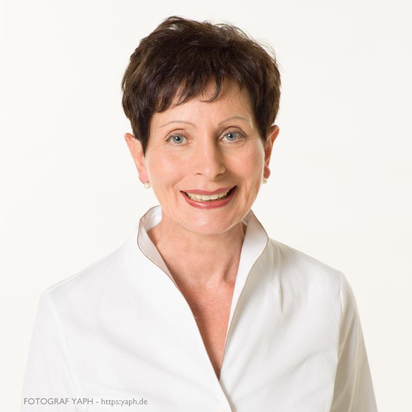 Dr. Hildegard Kiel, Business Portraits bei Yaph Fotograf in Trier