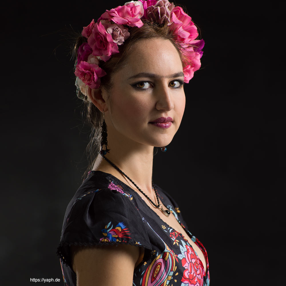 Janine nach Impression von Frida Kahlo als Profilbild für Social MediaFotograf Yaph Trier