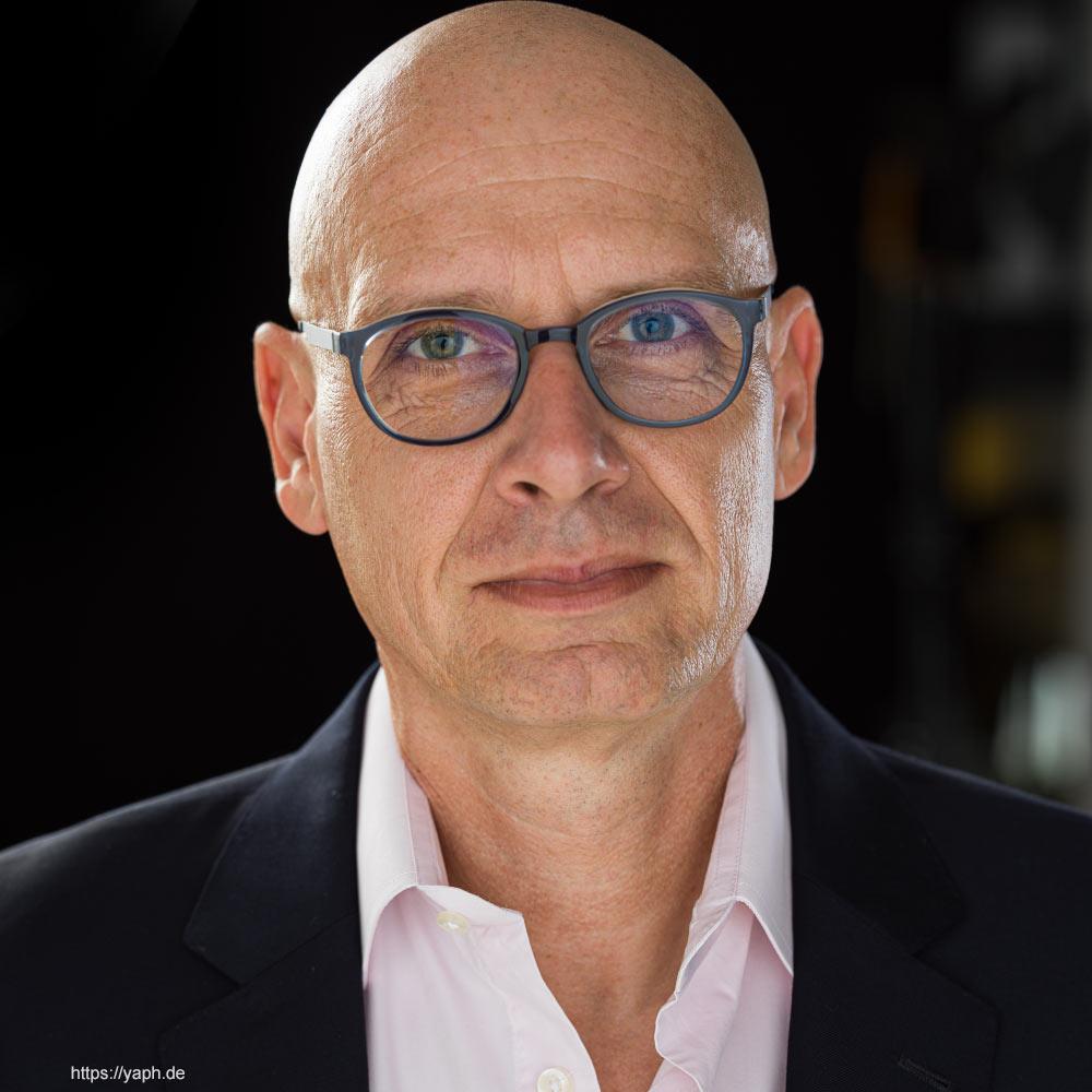 Oliver Stümer - Business porträts bei Yaph, Fotograf für Bewerbungsfotos in Trier
