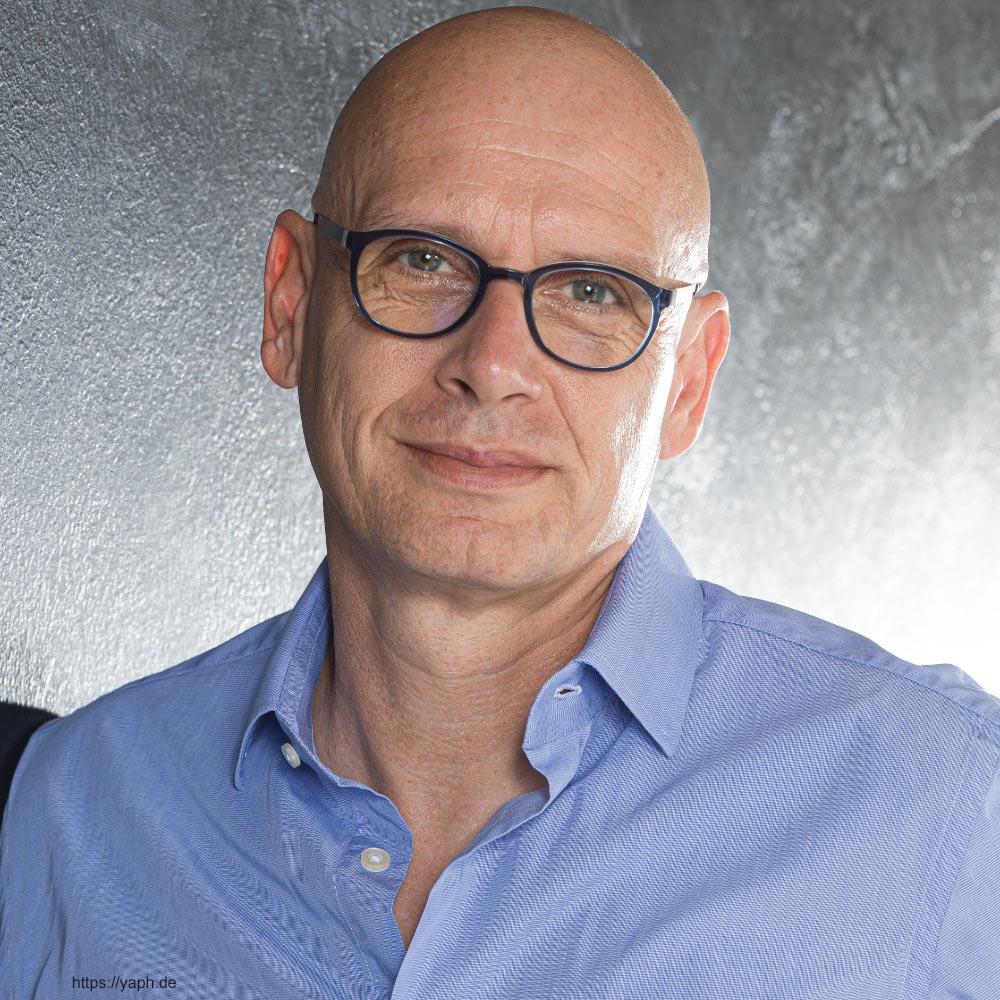Oliver-Stuemer - Business portraits und Profilbilder für Social Media wie Xing, LinkedIn und Facebook bei Fotograf füe Bewerbungsfotos in Trier