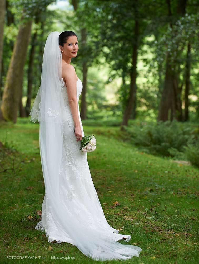 Brautpaarshooting und Hochzeitsfotos bei Fotograf Yaph