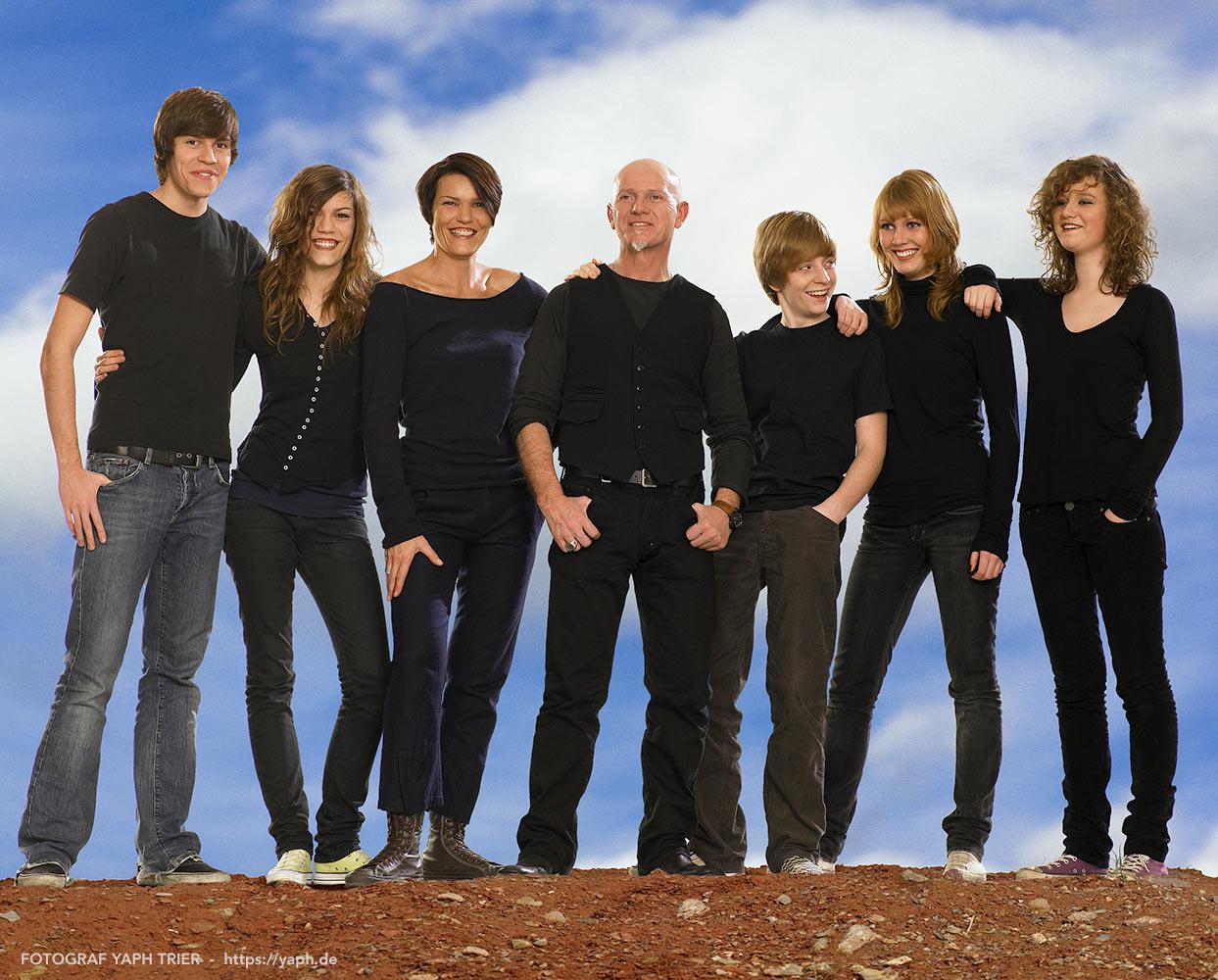 Familien Fotoshooting outdoor und Familienbillder bei Fotograf Trier - Yaph