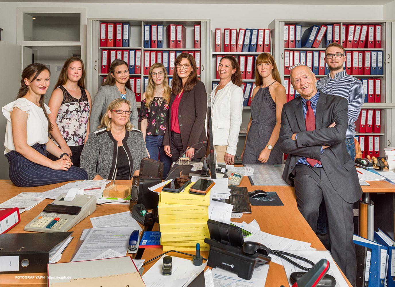 Das Teamfoto der Kanzlei und Steuerberatung Heck-Billewitz von Fotograf für Firmen und Werbefotograf Yaph