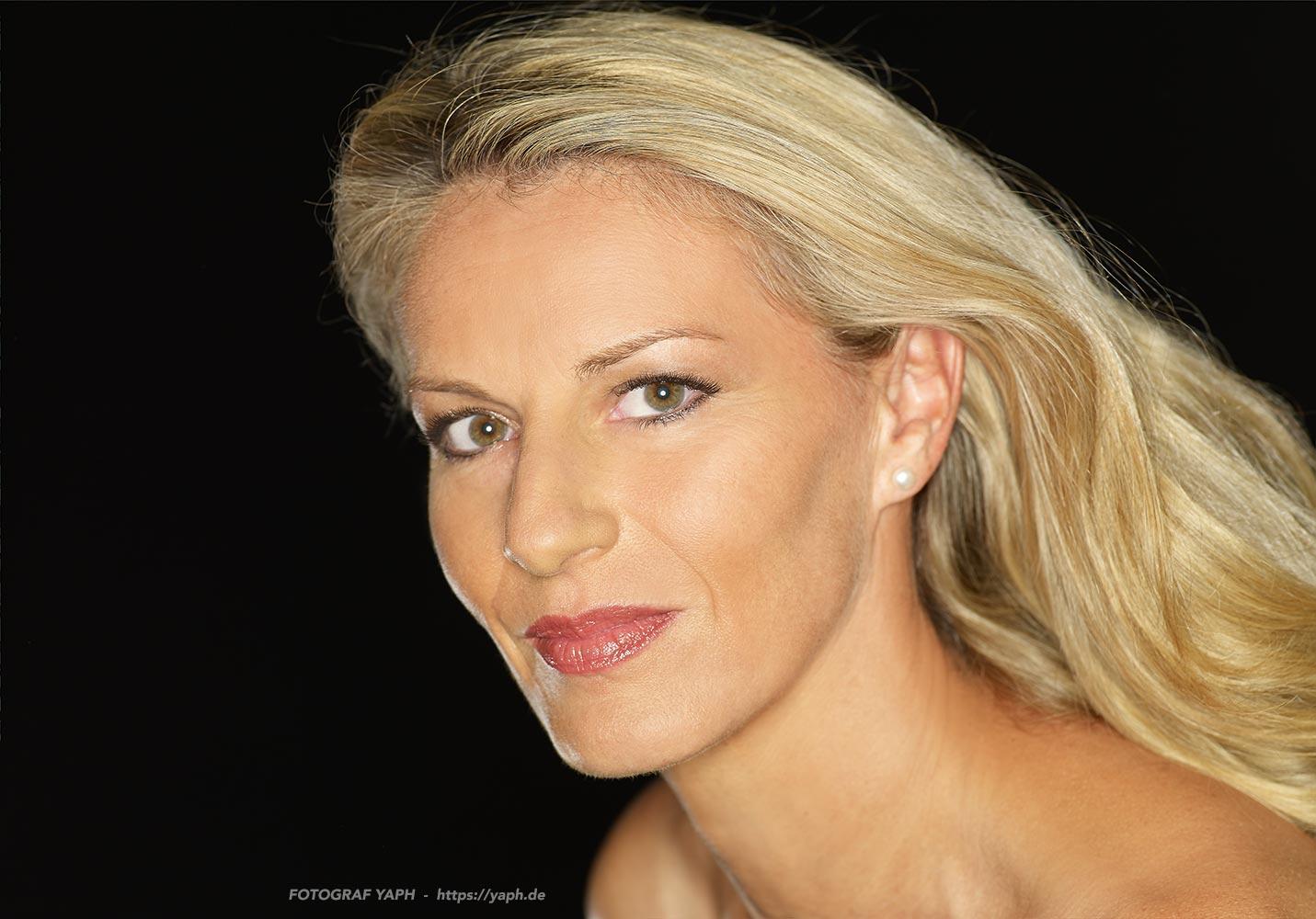 Birgit - Beauty photoshooting  im Fotoatelier Yaph auf dem Petrisberg in Trier