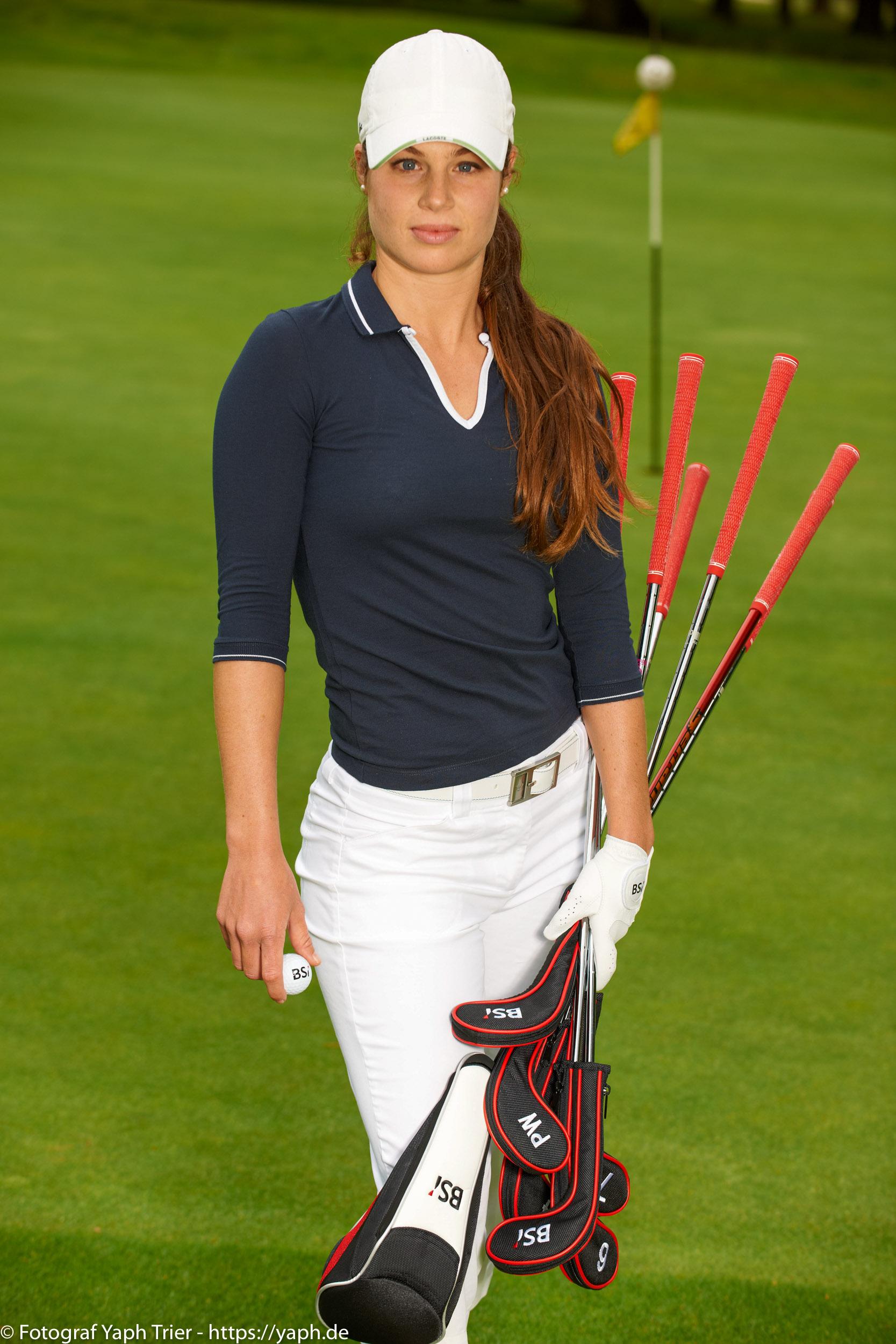 Liebelei Elena Lawrence - luxemburger Golfspielerin bei Fotograf Yaph - 11