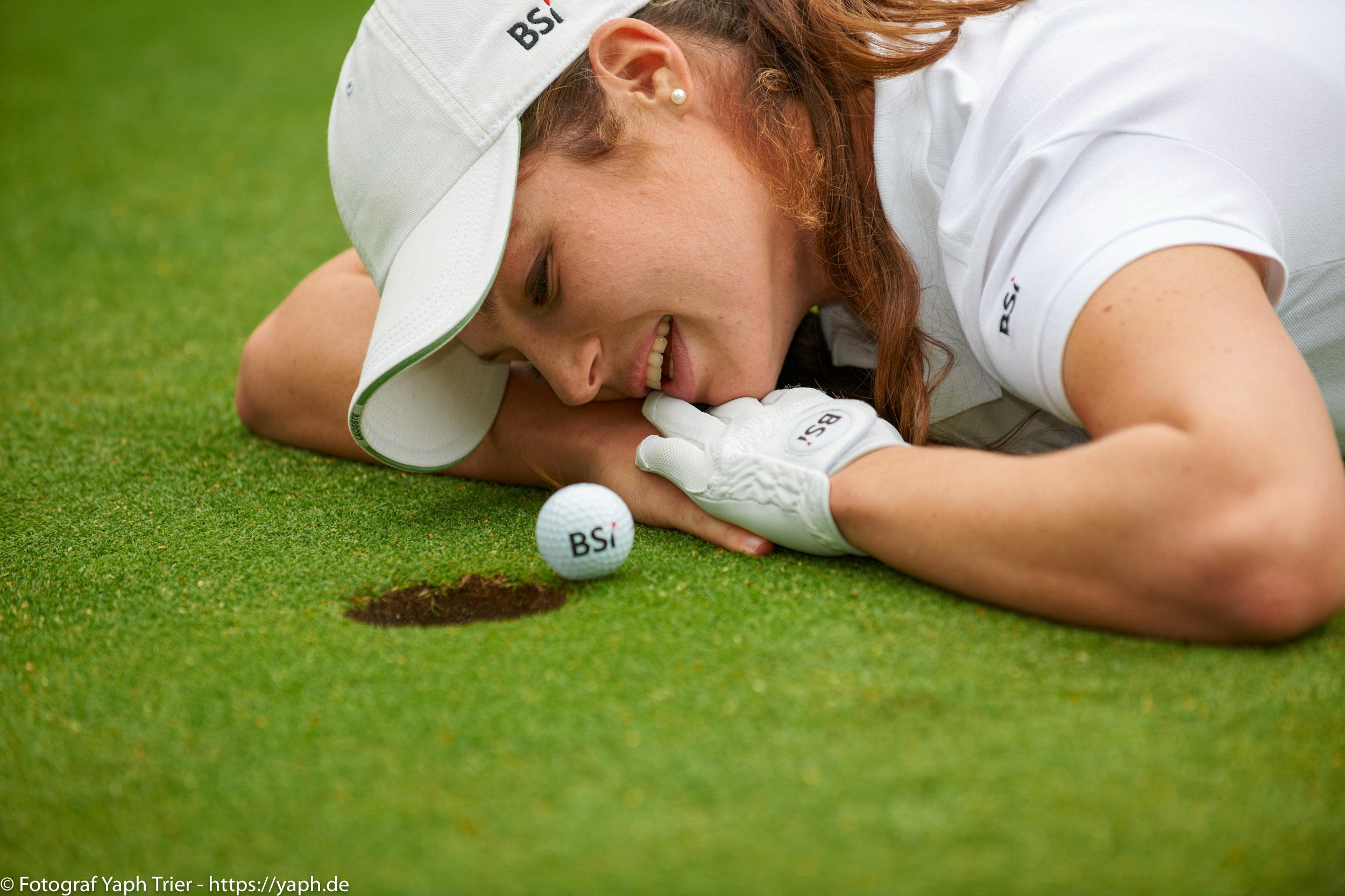 Liebelei Elena Lawrence - luxemburger Golfspielerin bei Fotograf Yaph - 12