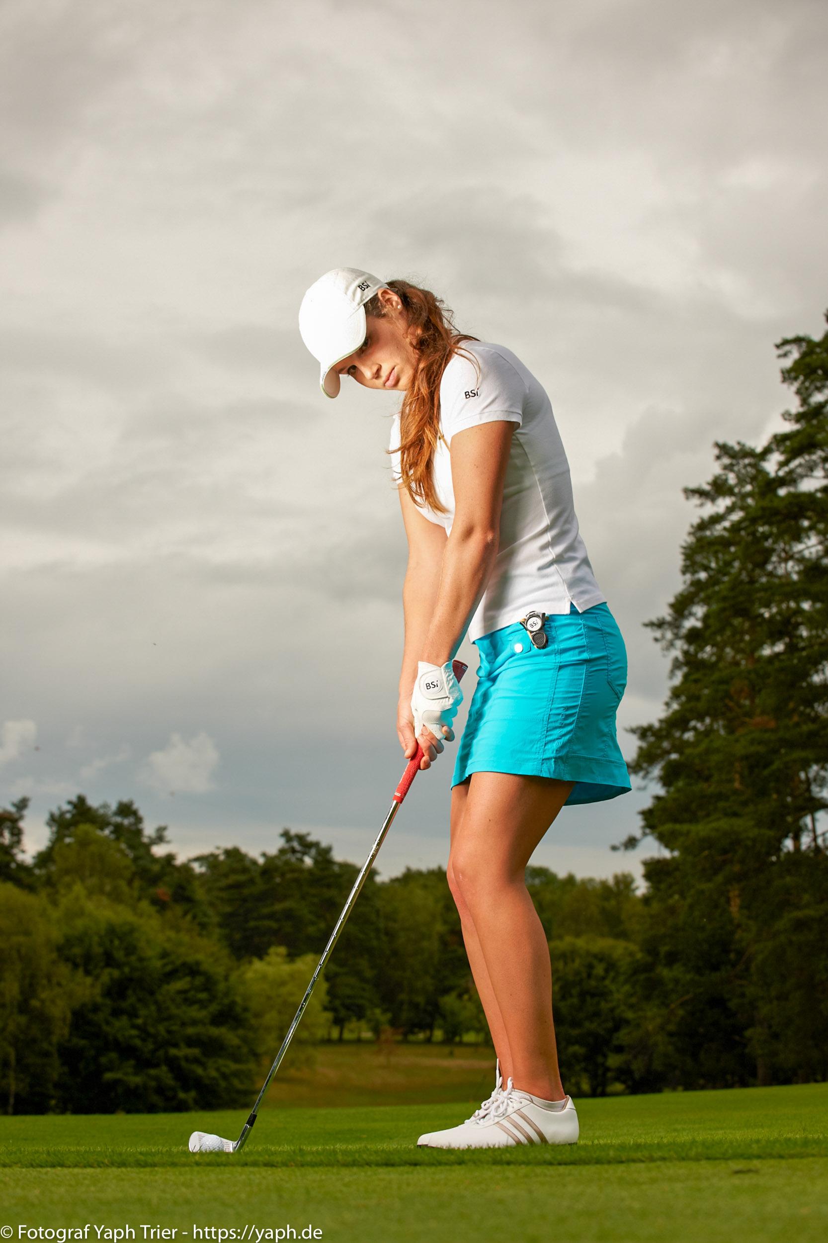 Liebelei Elena Lawrence - luxemburger Golfspielerin bei Fotograf Yaph - 13