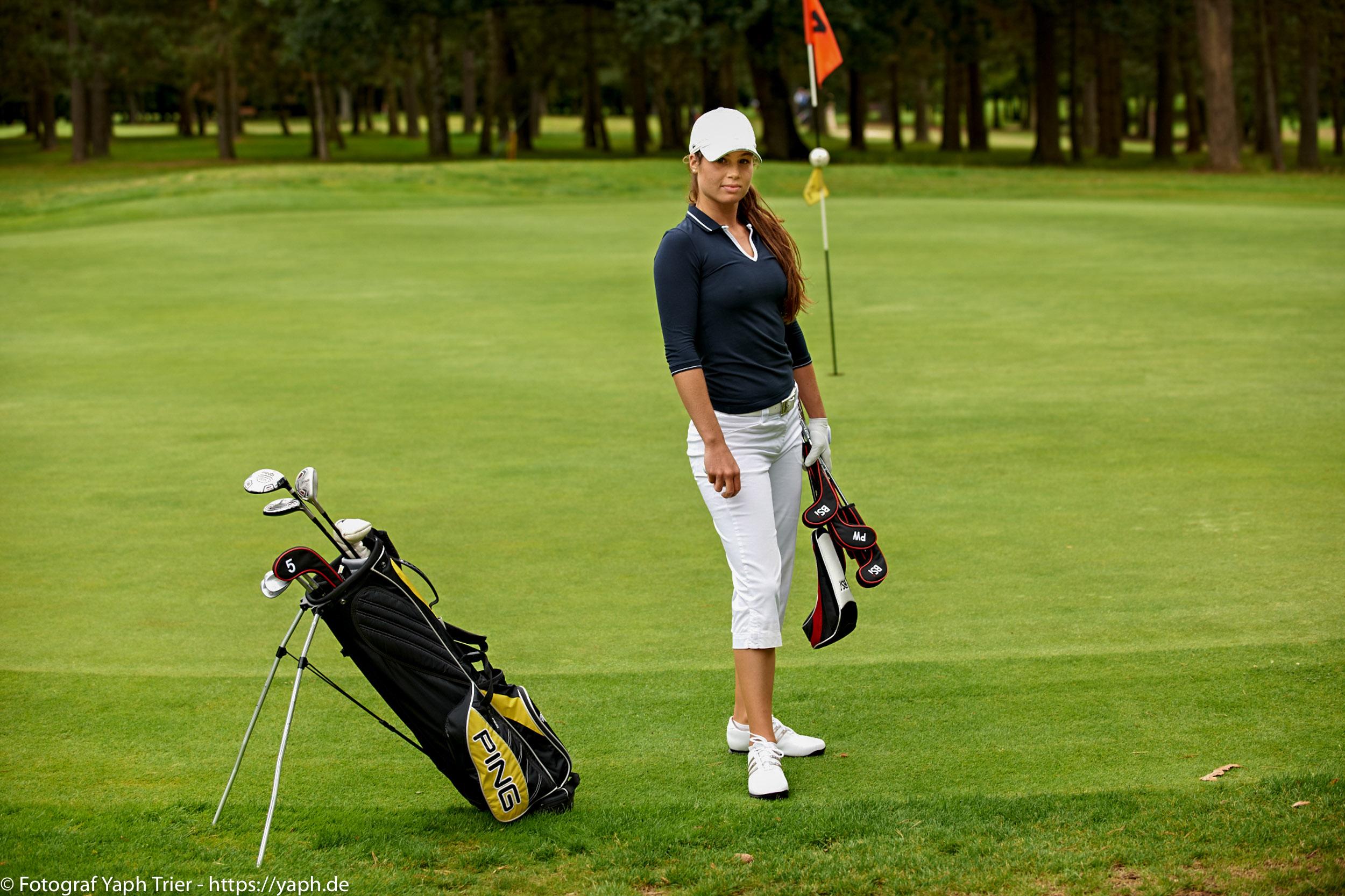 Liebelei Elena Lawrence - luxemburger Golfspielerin bei Fotograf Yaph - 14