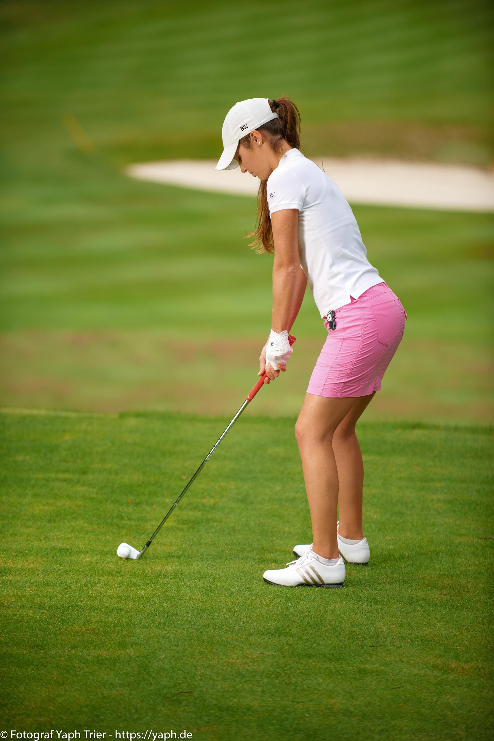Liebelei Elena Lawrence - luxemburger Golfspielerin bei Fotograf Yaph - 16
