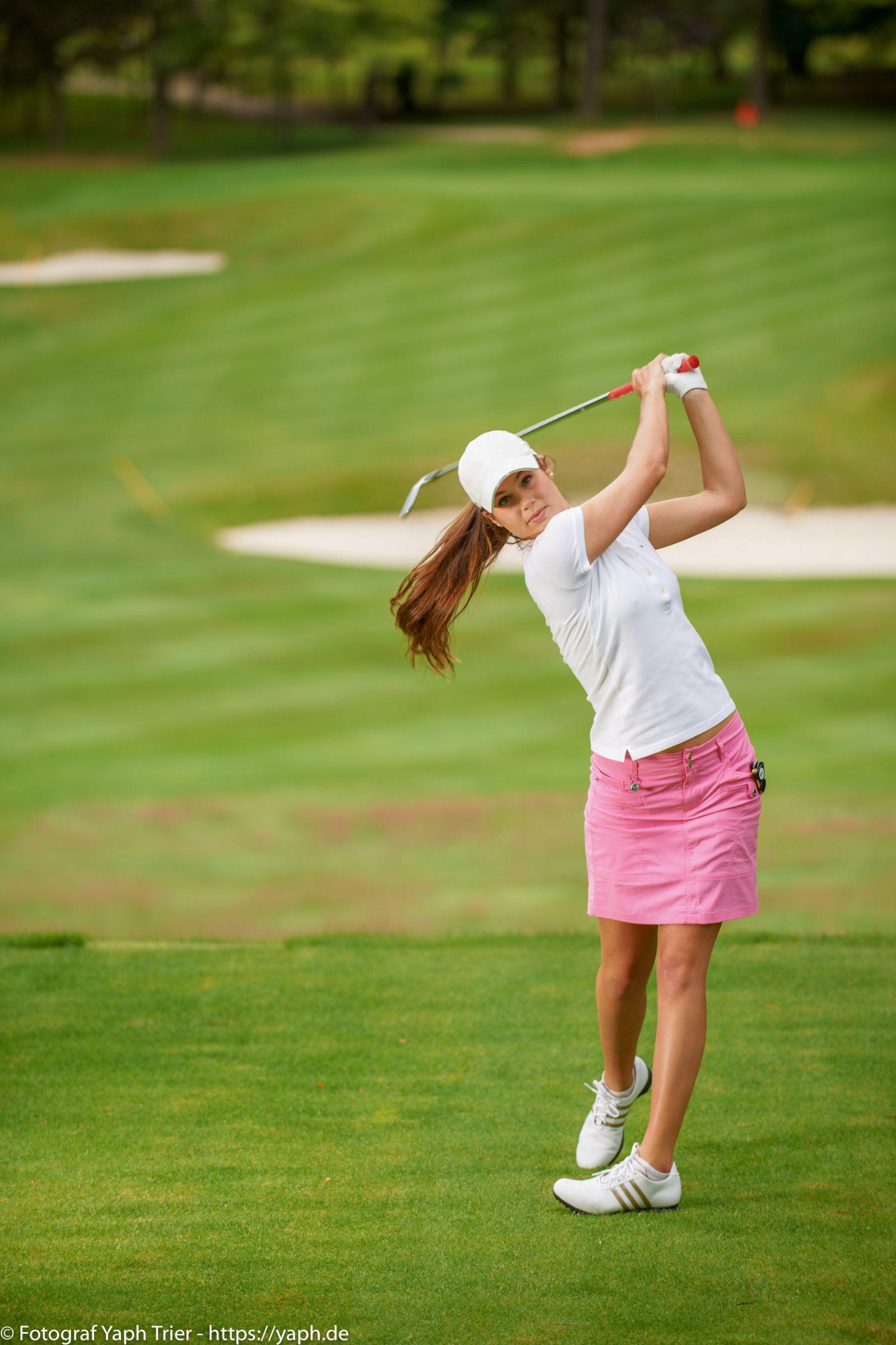 Liebelei Elena Lawrence - luxemburger Golfspielerin bei Fotograf Yaph - 17
