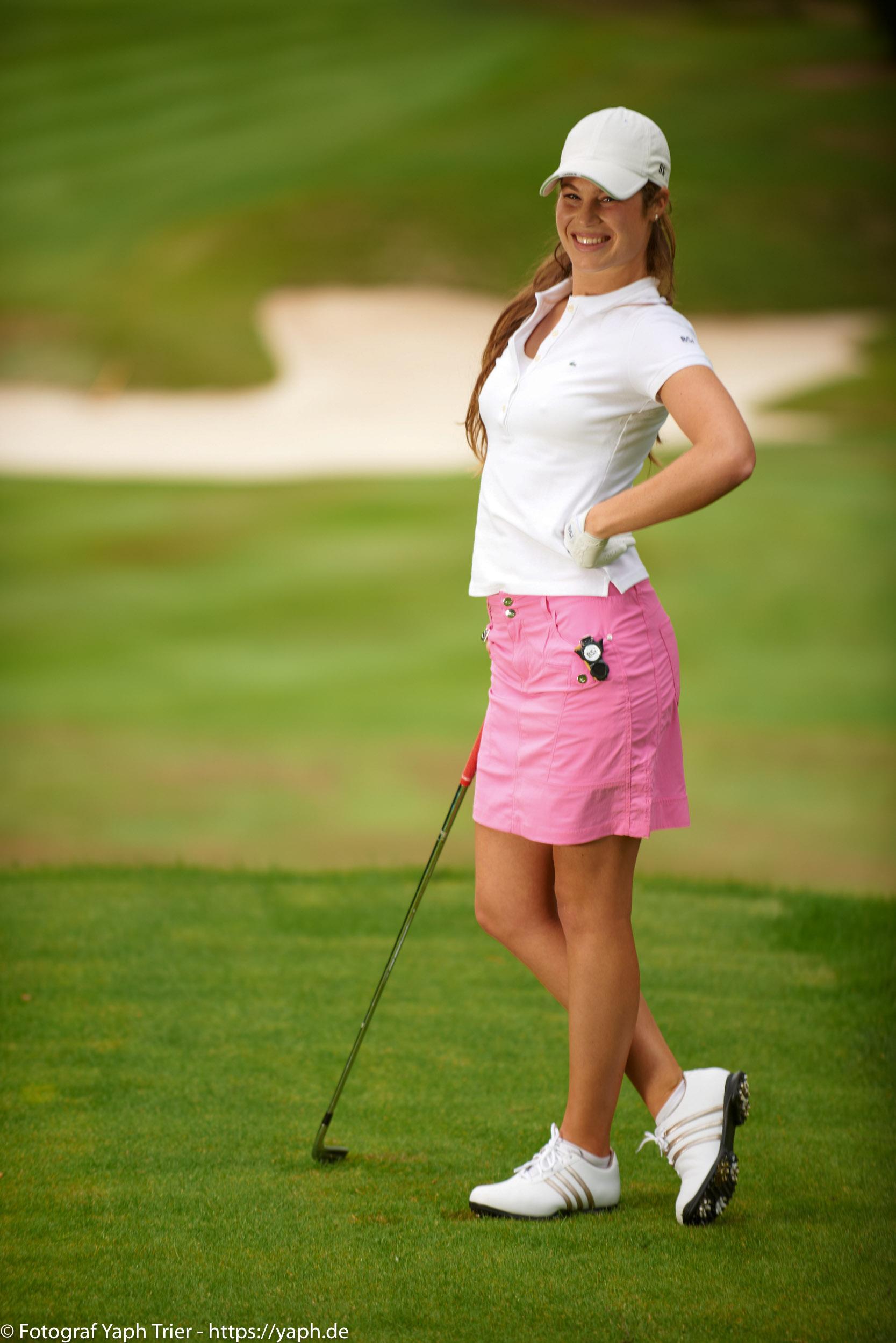 Liebelei Elena Lawrence - luxemburger Golfspielerin bei Fotograf Yaph - 18