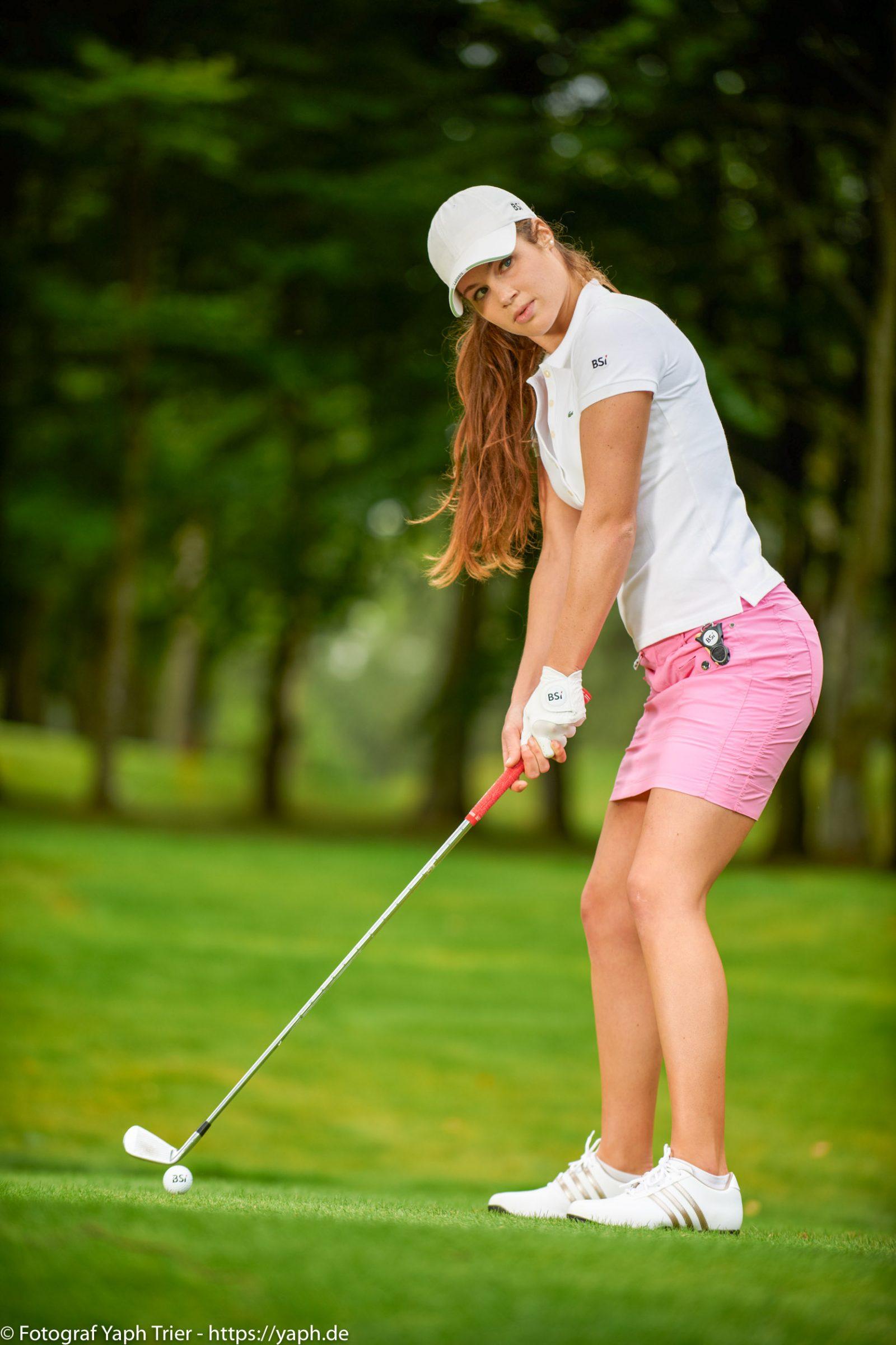 Liebelei Elena Lawrence - luxemburger Golfspielerin bei Fotograf Yaph - 19