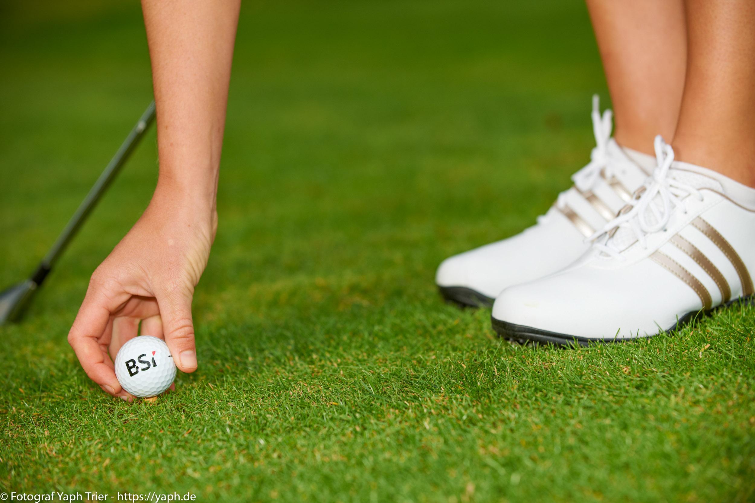 Liebelei Elena Lawrence - luxemburger Golfspielerin bei Fotograf Yaph - 20