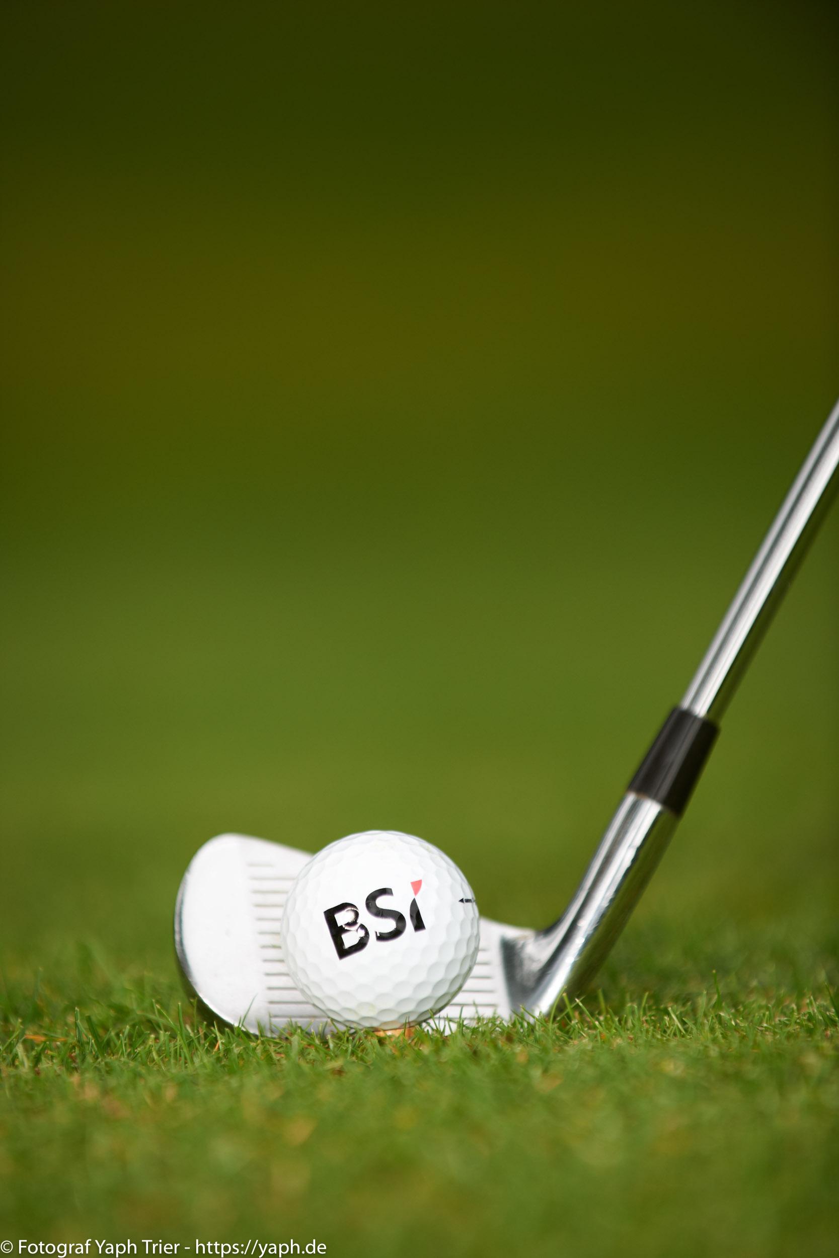 Liebelei Elena Lawrence - luxemburger Golfspielerin bei Fotograf Yaph - 21