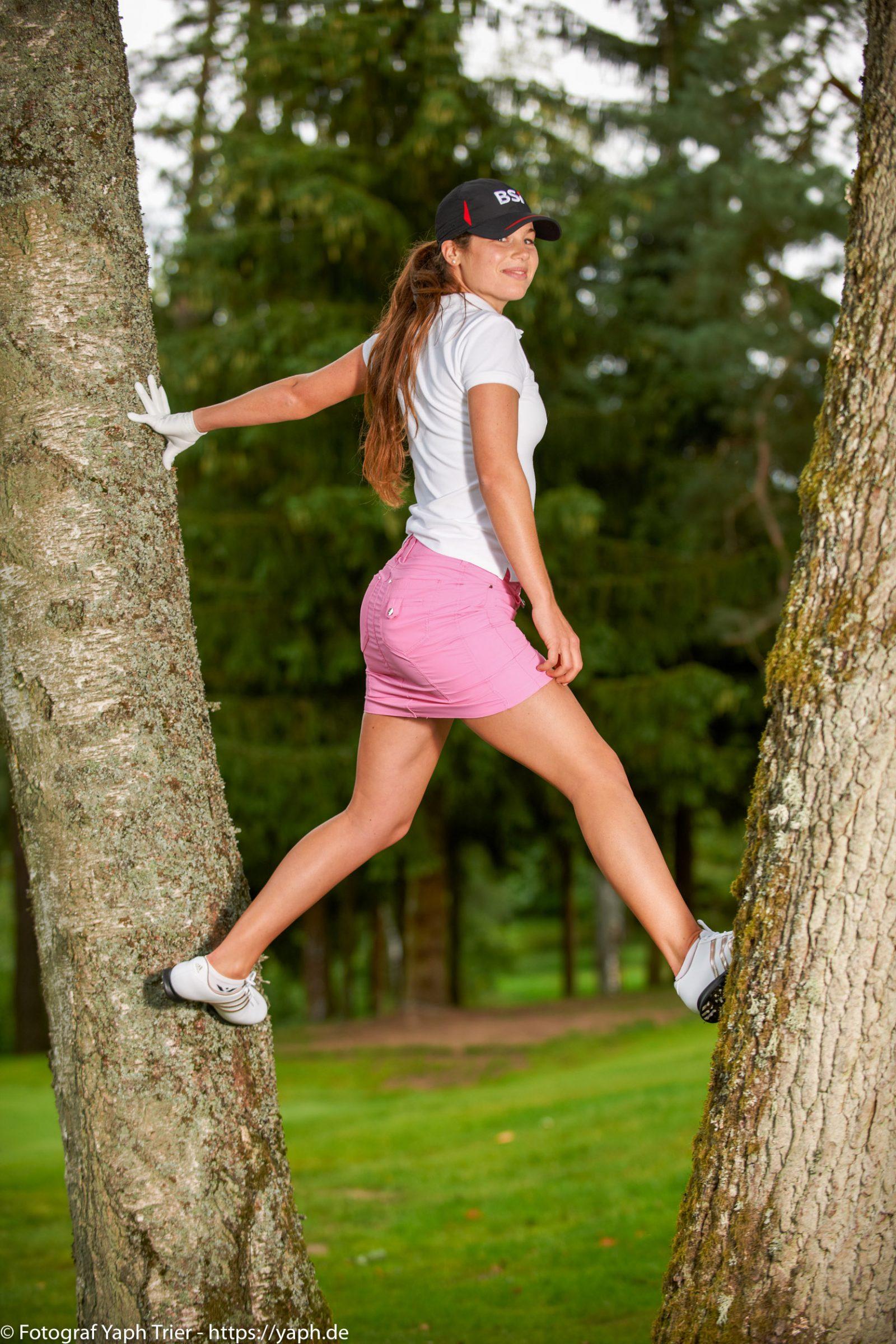 Liebelei Elena Lawrence - luxemburger Golfspielerin bei Fotograf Yaph - 22