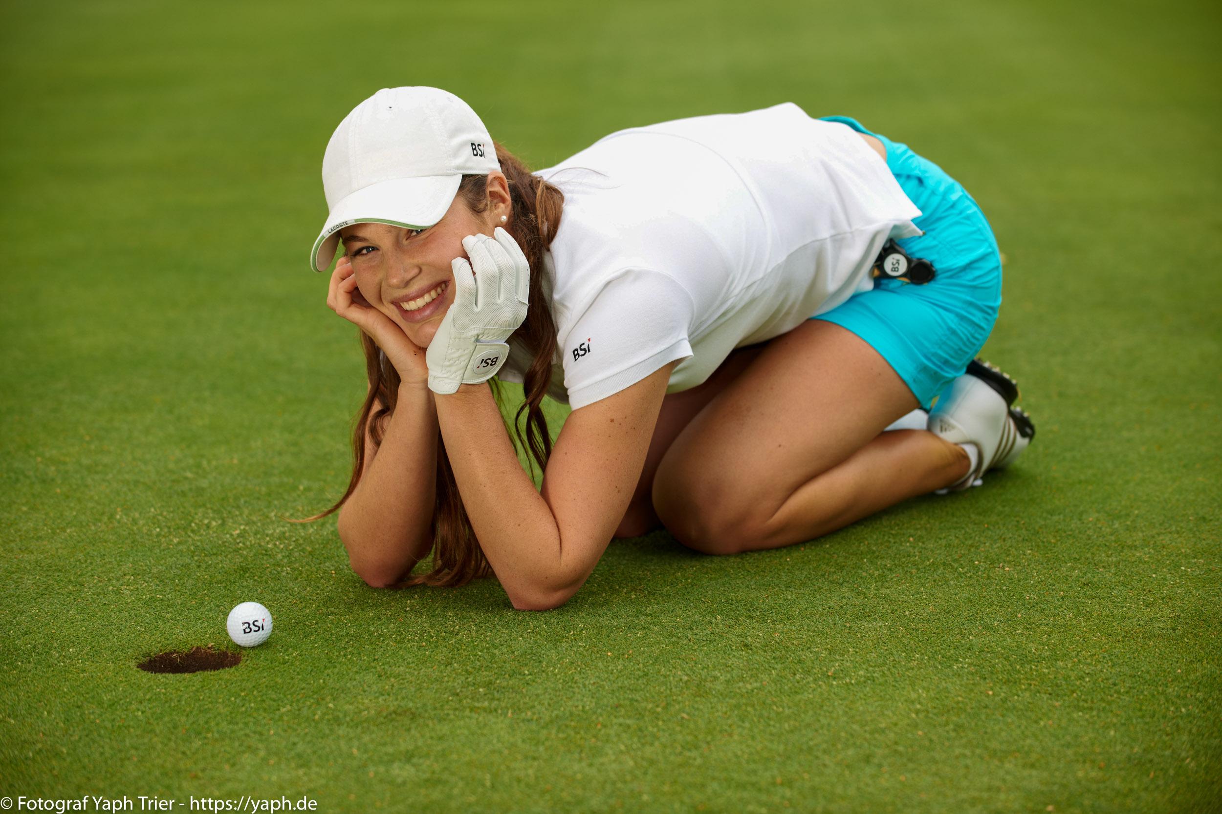 Liebelei Elena Lawrence - luxemburger Golfspielerin bei Fotograf Yaph - 26