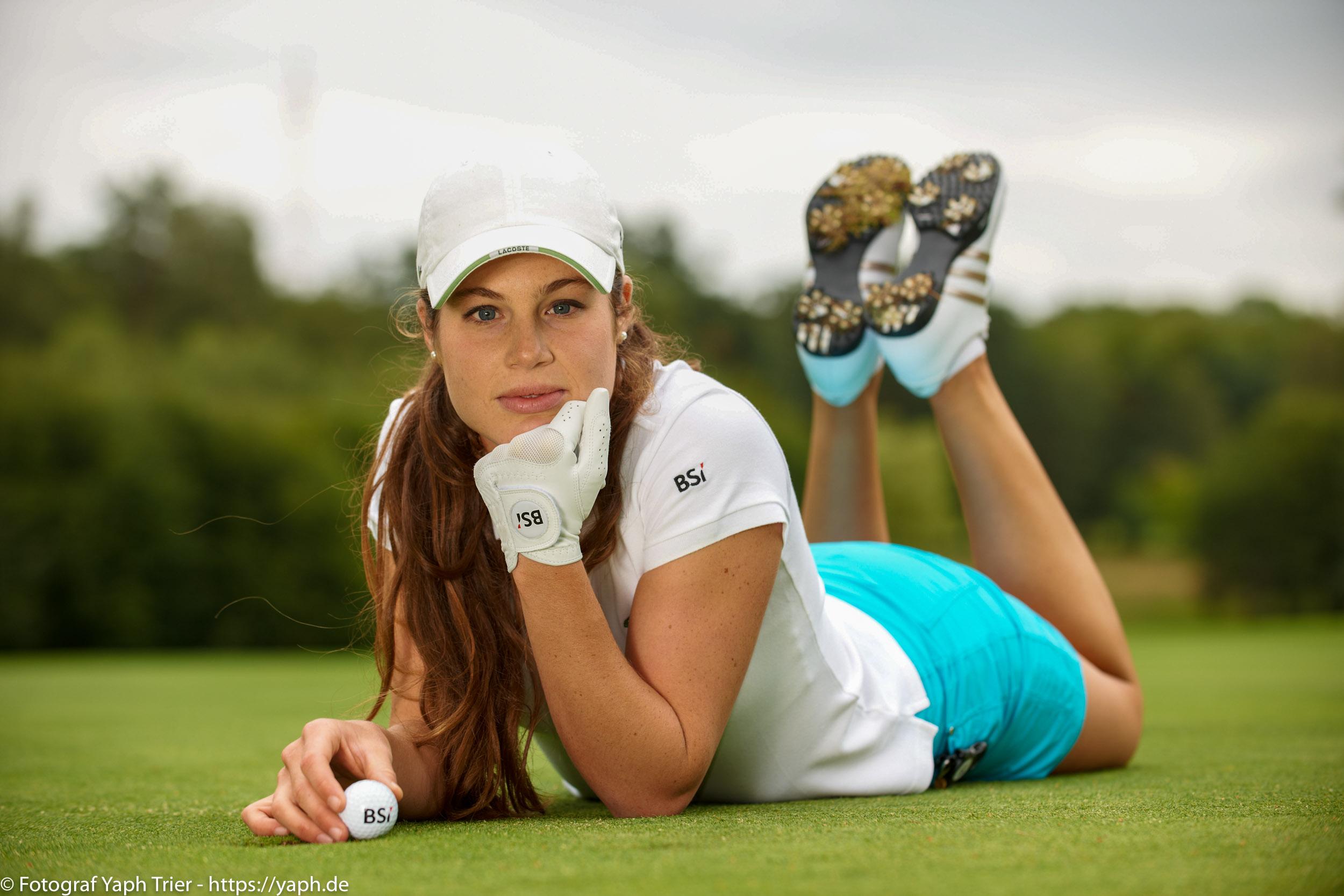 Liebelei Elena Lawrence - luxemburger Golfspielerin bei Fotograf Yaph - 27