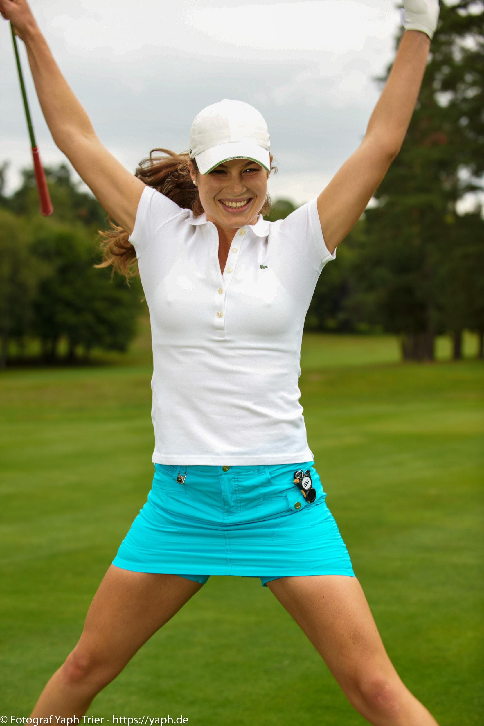 Liebelei Elena Lawrence - luxemburger Golfspielerin bei Fotograf Yaph - 29
