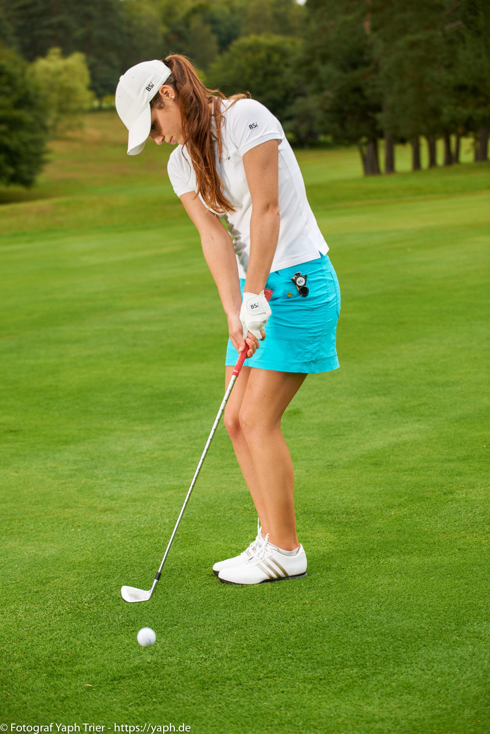 Liebelei Elena Lawrence - luxemburger Golfspielerin bei Fotograf Yaph - 33
