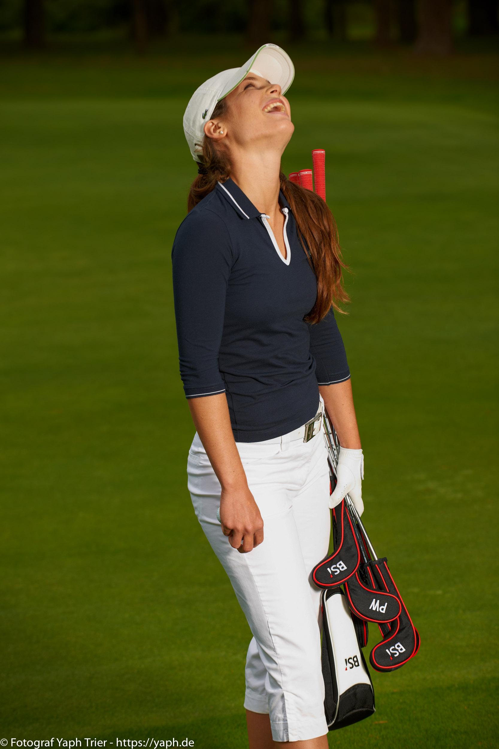 Liebelei Elena Lawrence - luxemburger Golfspielerin bei Fotograf Yaph - 34