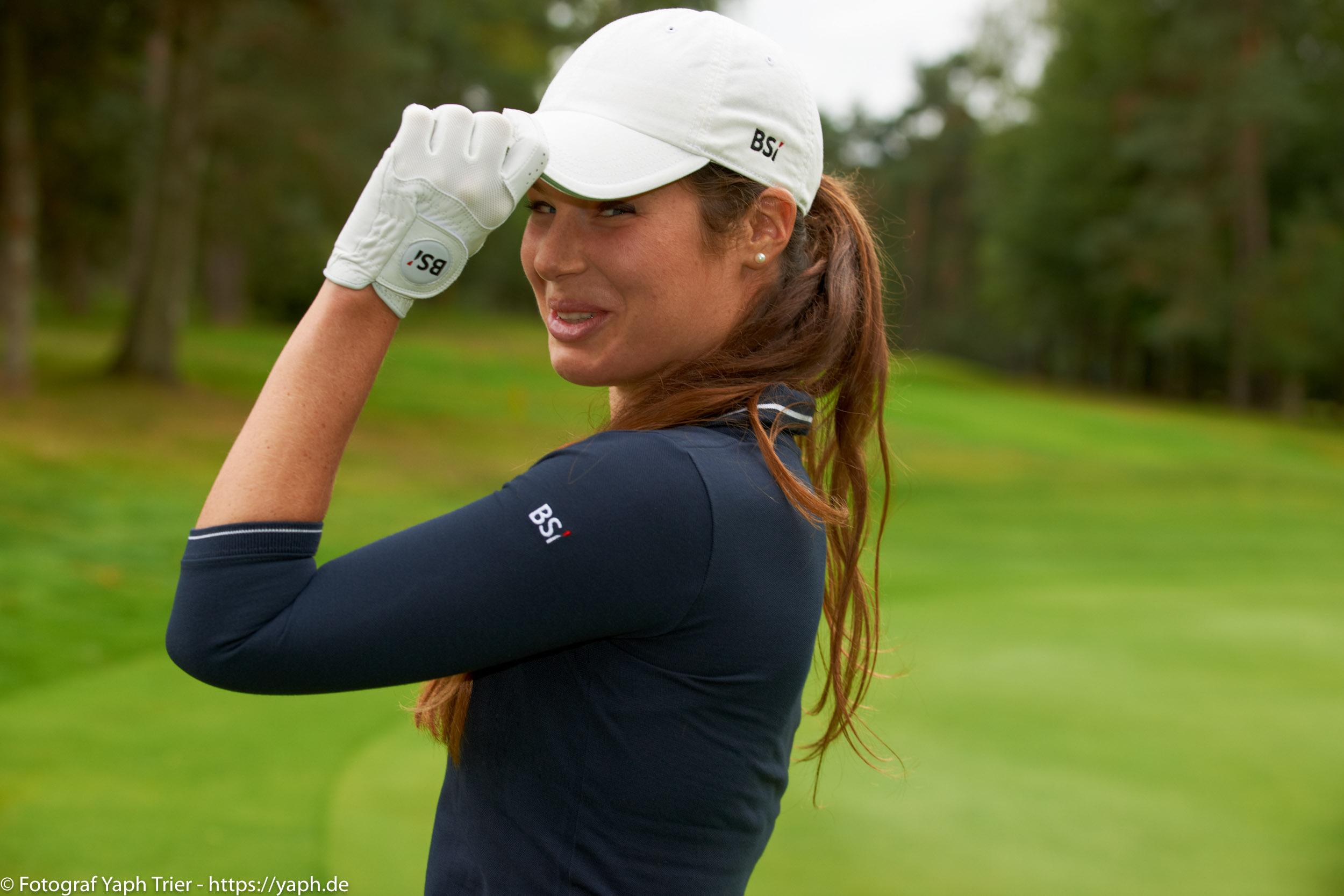 Liebelei Elena Lawrence - luxemburger Golfspielerin bei Fotograf Yaph - 35