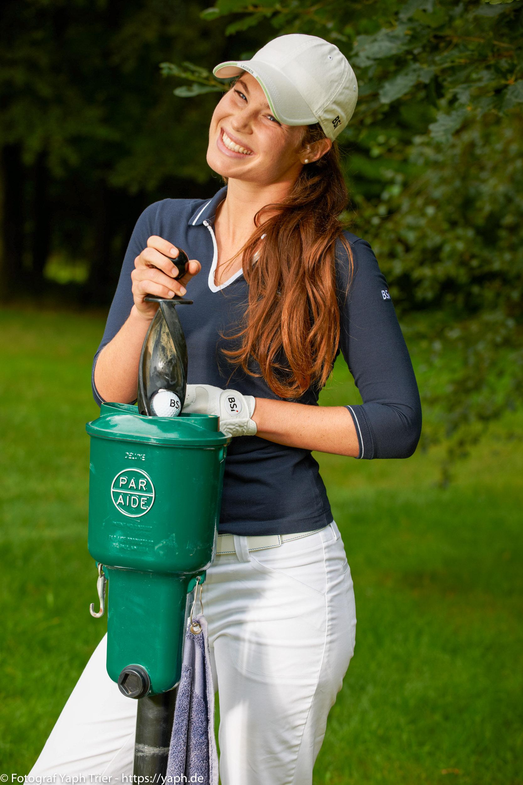 Liebelei Elena Lawrence - luxemburger Golfspielerin bei Fotograf Yaph - 36