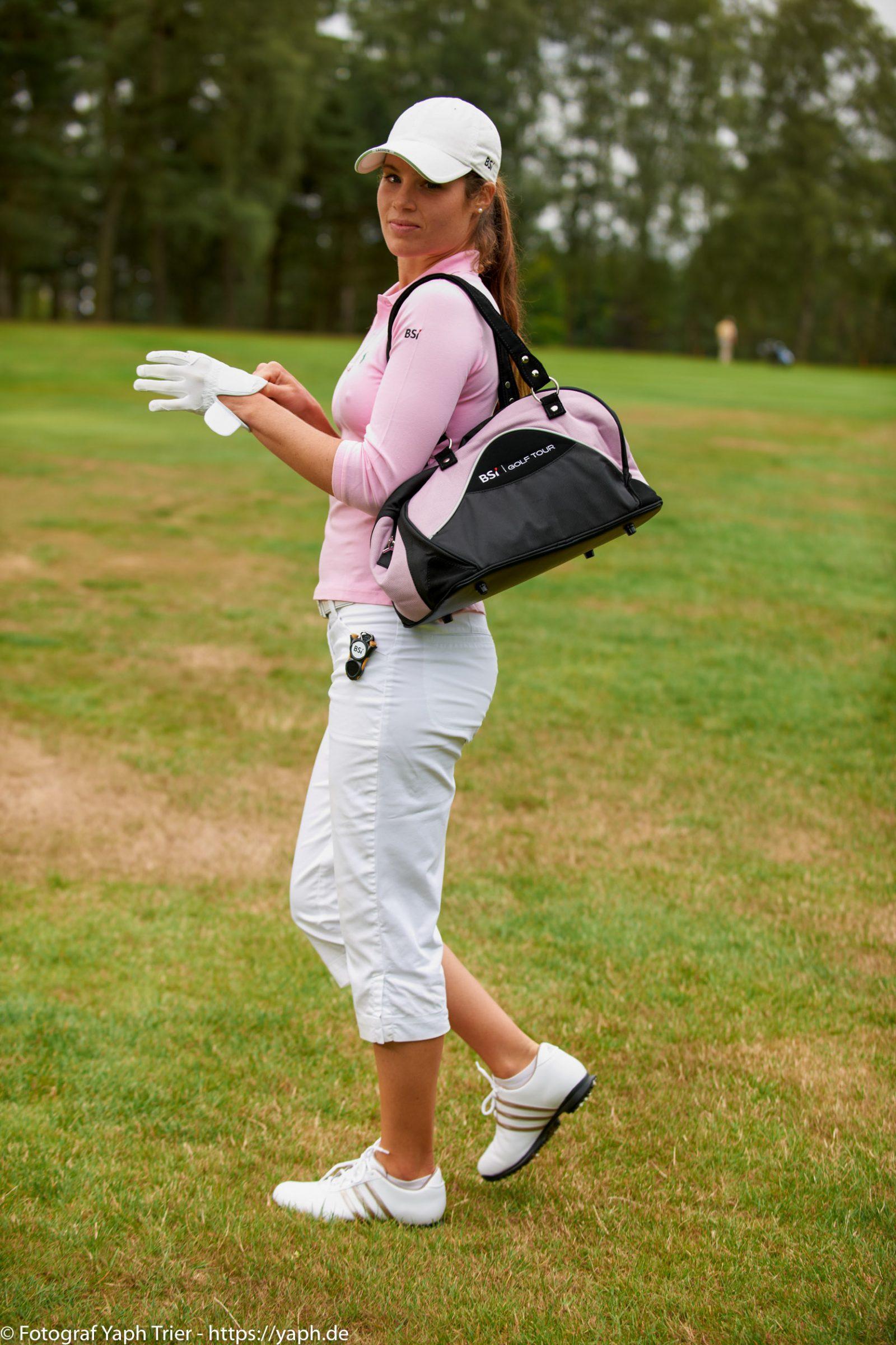 Liebelei Elena Lawrence - luxemburger Golfspielerin bei Fotograf Yaph - 37