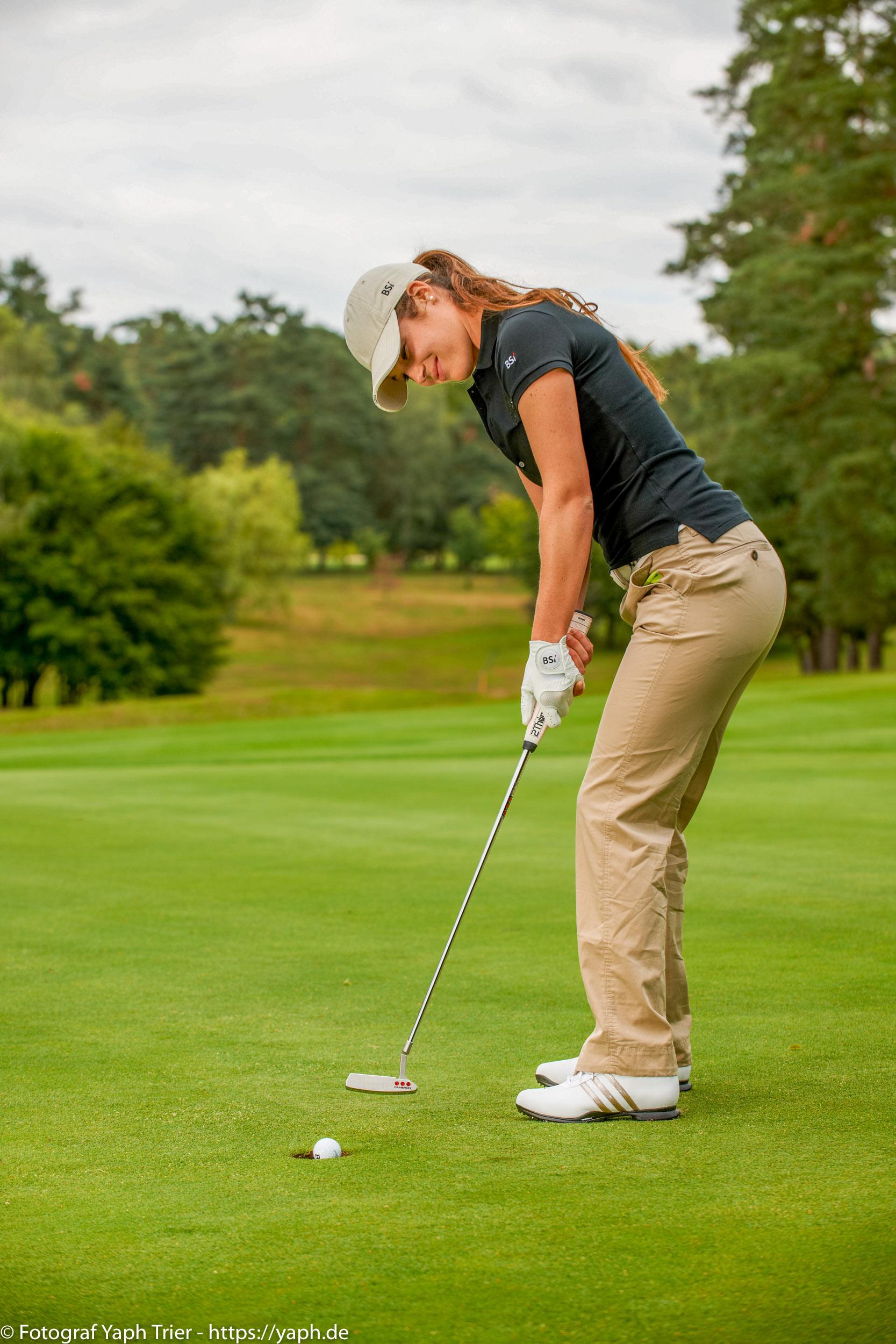 Liebelei Elena Lawrence - luxemburger Golfspielerin bei Fotograf Yaph - 39