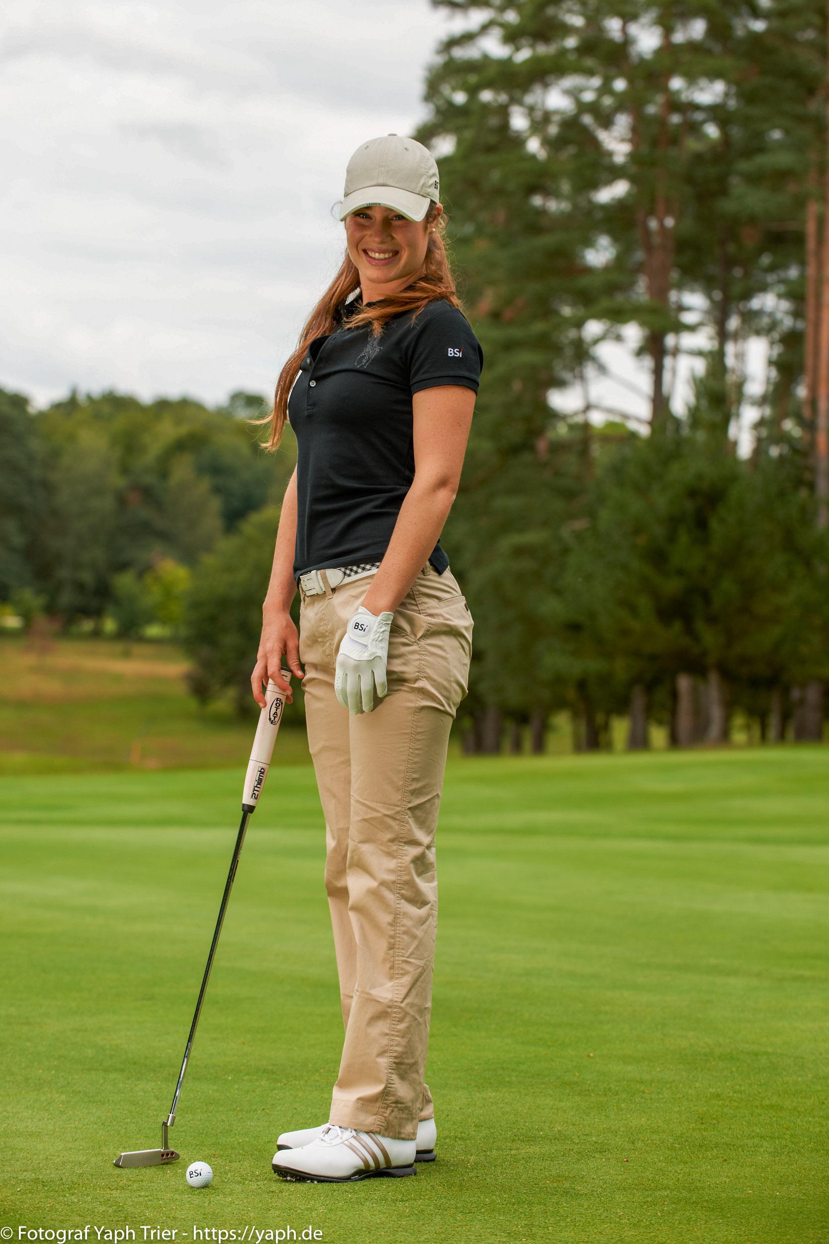 Liebelei Elena Lawrence - luxemburger Golfspielerin bei Fotograf Yaph - 41