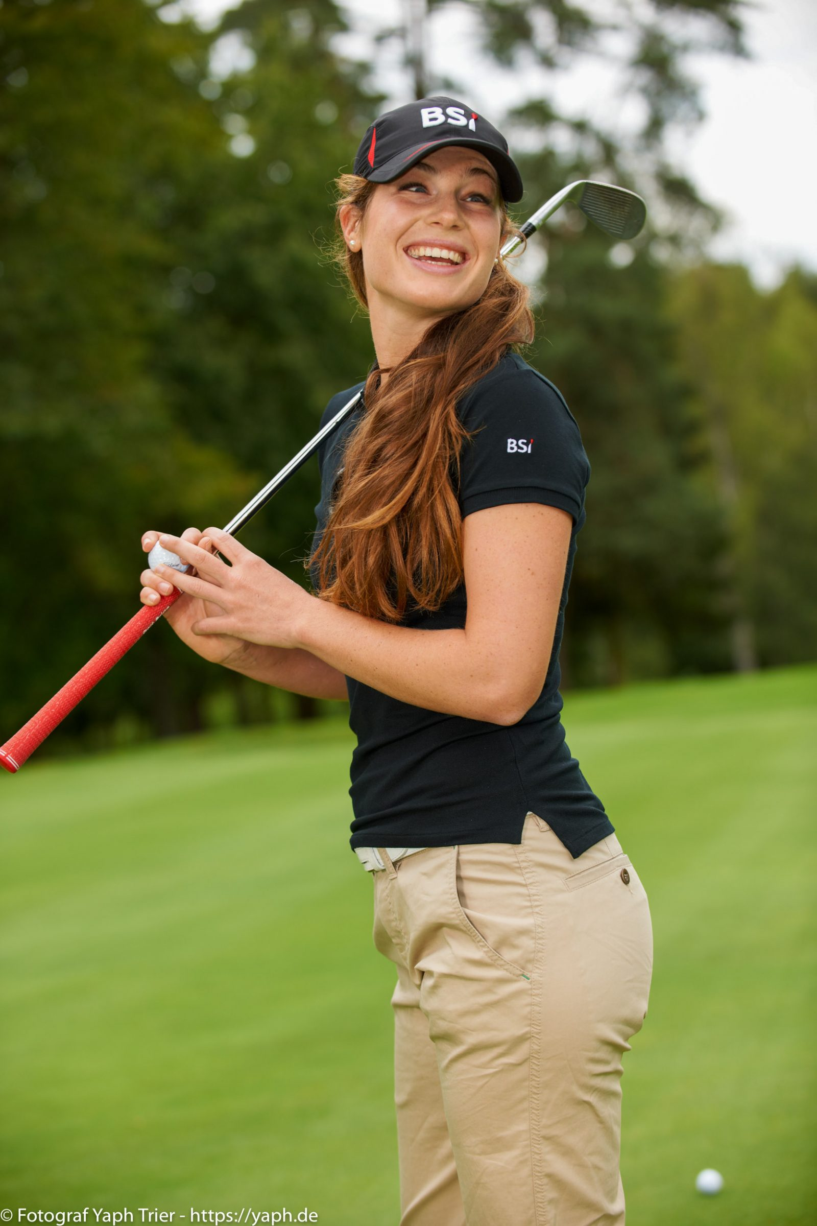 Liebelei Elena Lawrence - luxemburger Golfspielerin bei Fotograf Yaph - 42