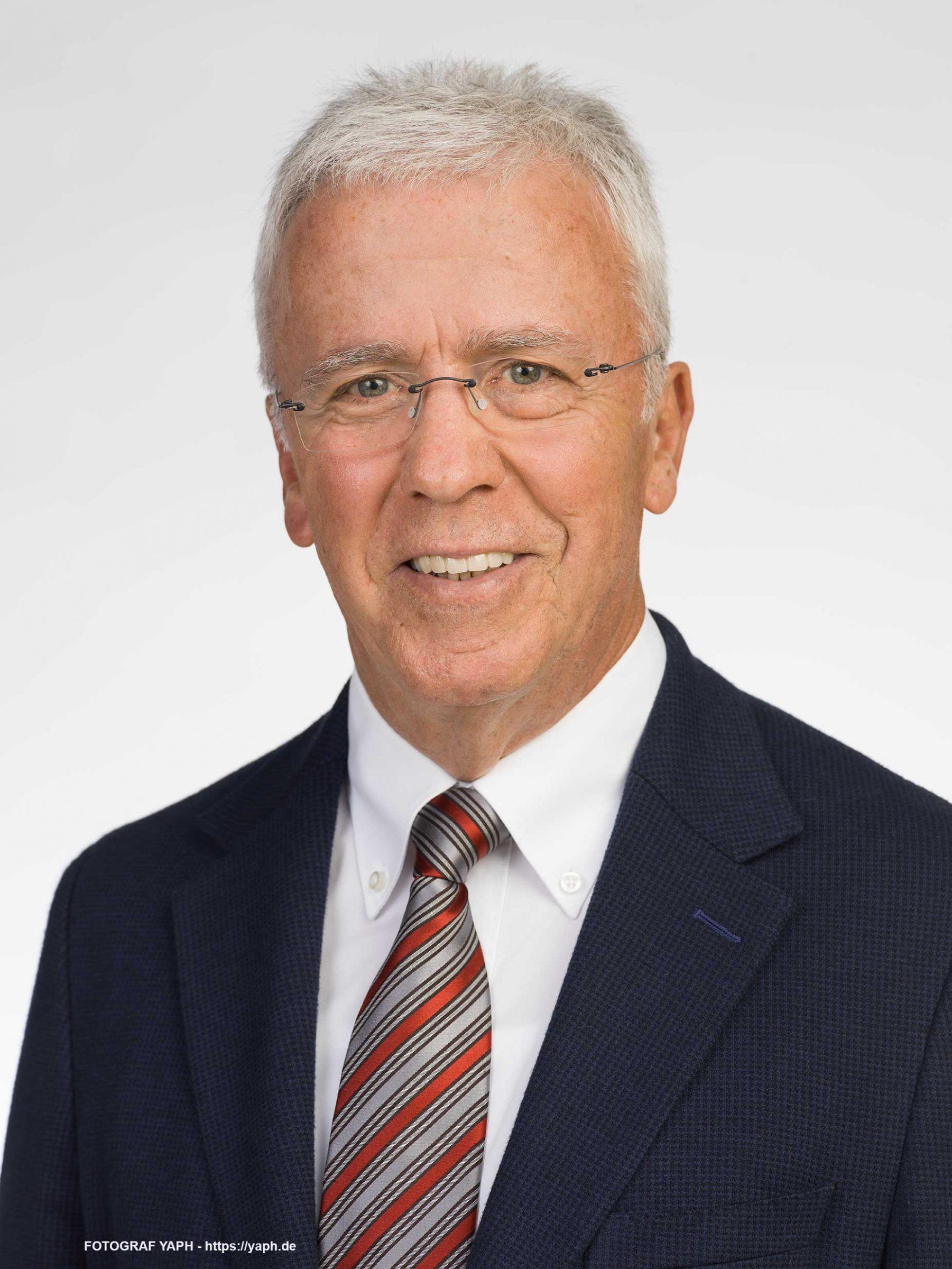 Helmuth Schroeer Oberbürgermeister der Stadt Trier A.D. Portraitfotografie bei Yaph
