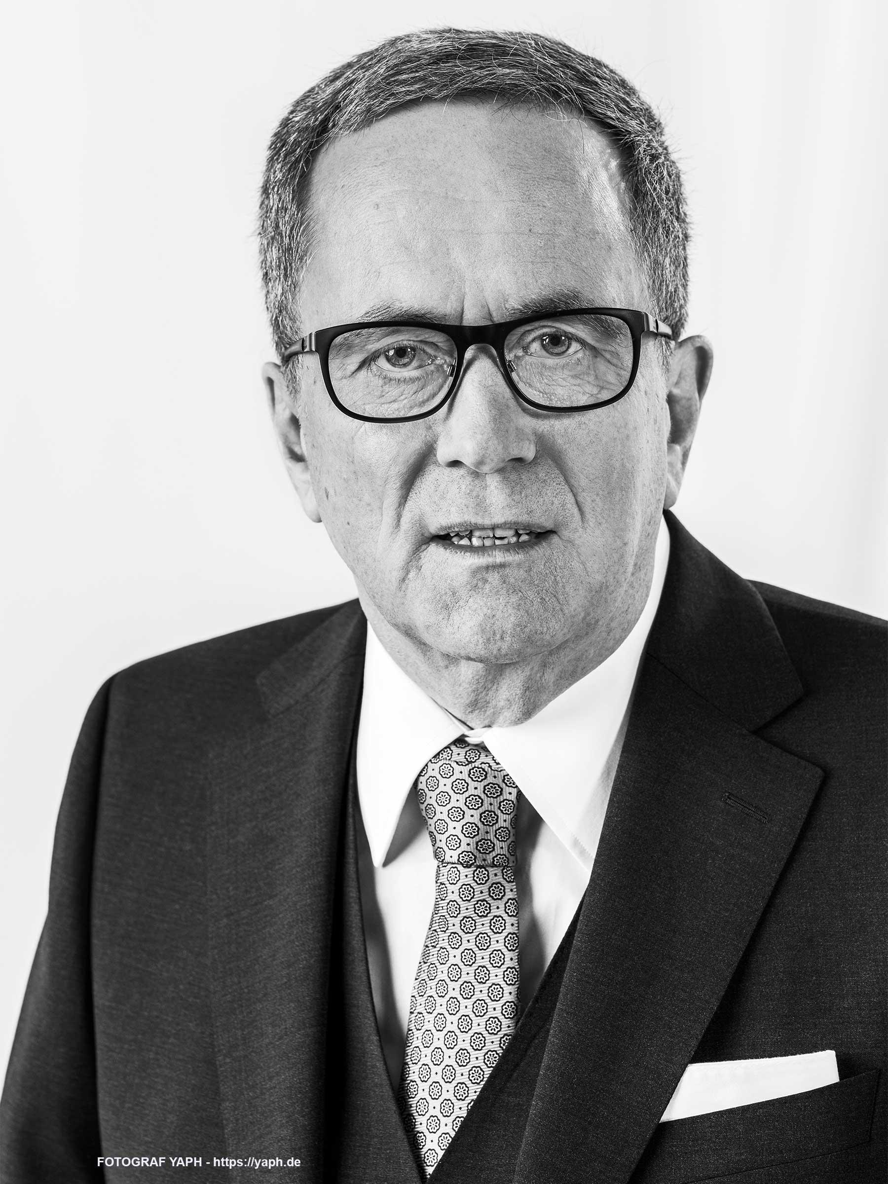 Georg Kern Musikhaus Reisser in Trier Portraitfotos bei Fotograf Yaph