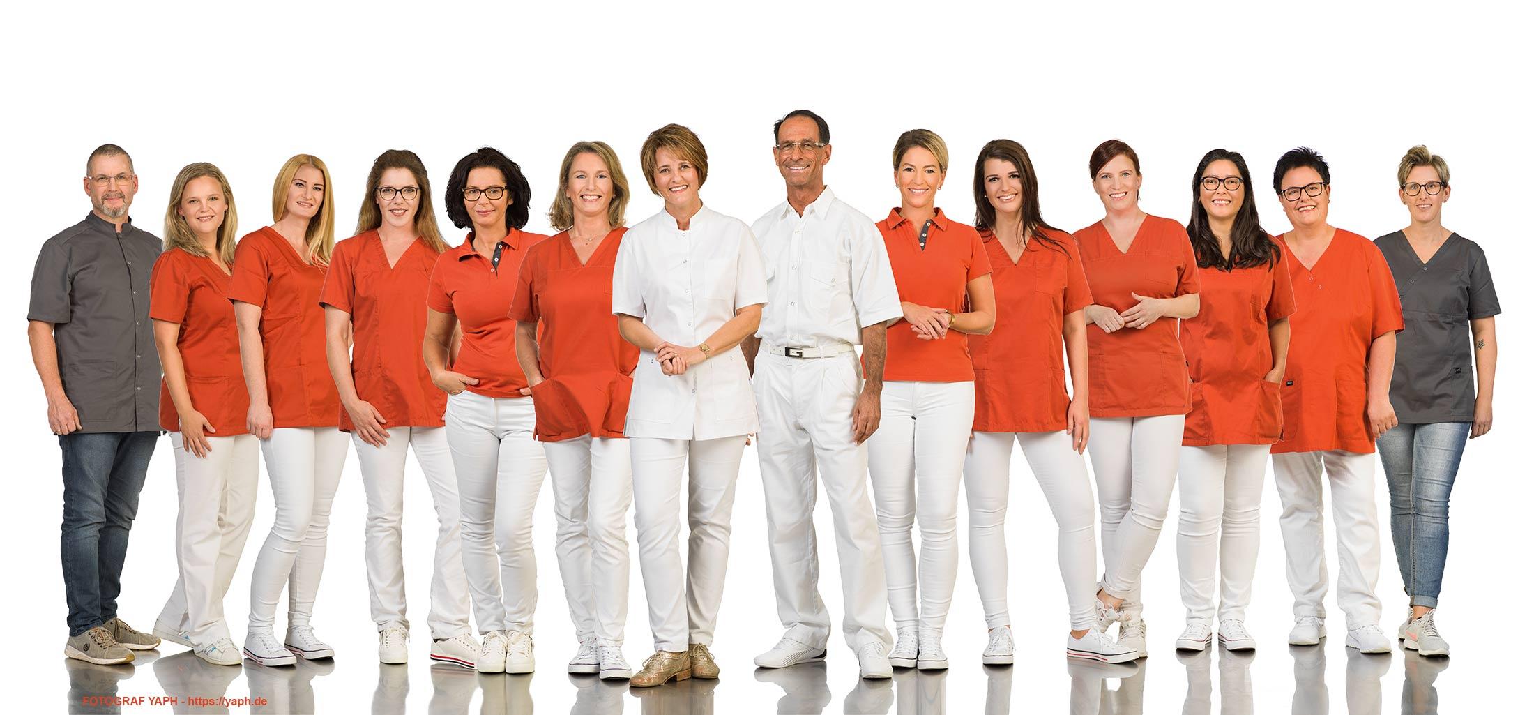 Teamfoto und Mitarbeiterportraits Praxis Dr. Wagner - Dr. Richter bei Fotograf Yaph