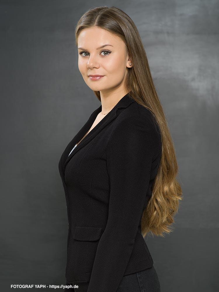 Business Portraits Luisa aus dem Fotostudio für Bewerbungsfoto Trier - Yaph