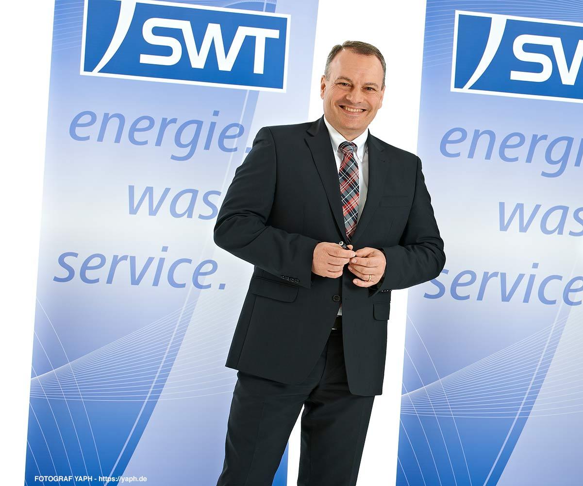 Vorstand der SWT-AöR Stadtwerke Trier Arndt Müller - Diplom-Ingenieur Versorgungs-, Energietechnik & Technischer Betriebswirt - Business Fotografie und Bewerbungsfoto Trier Yaph
