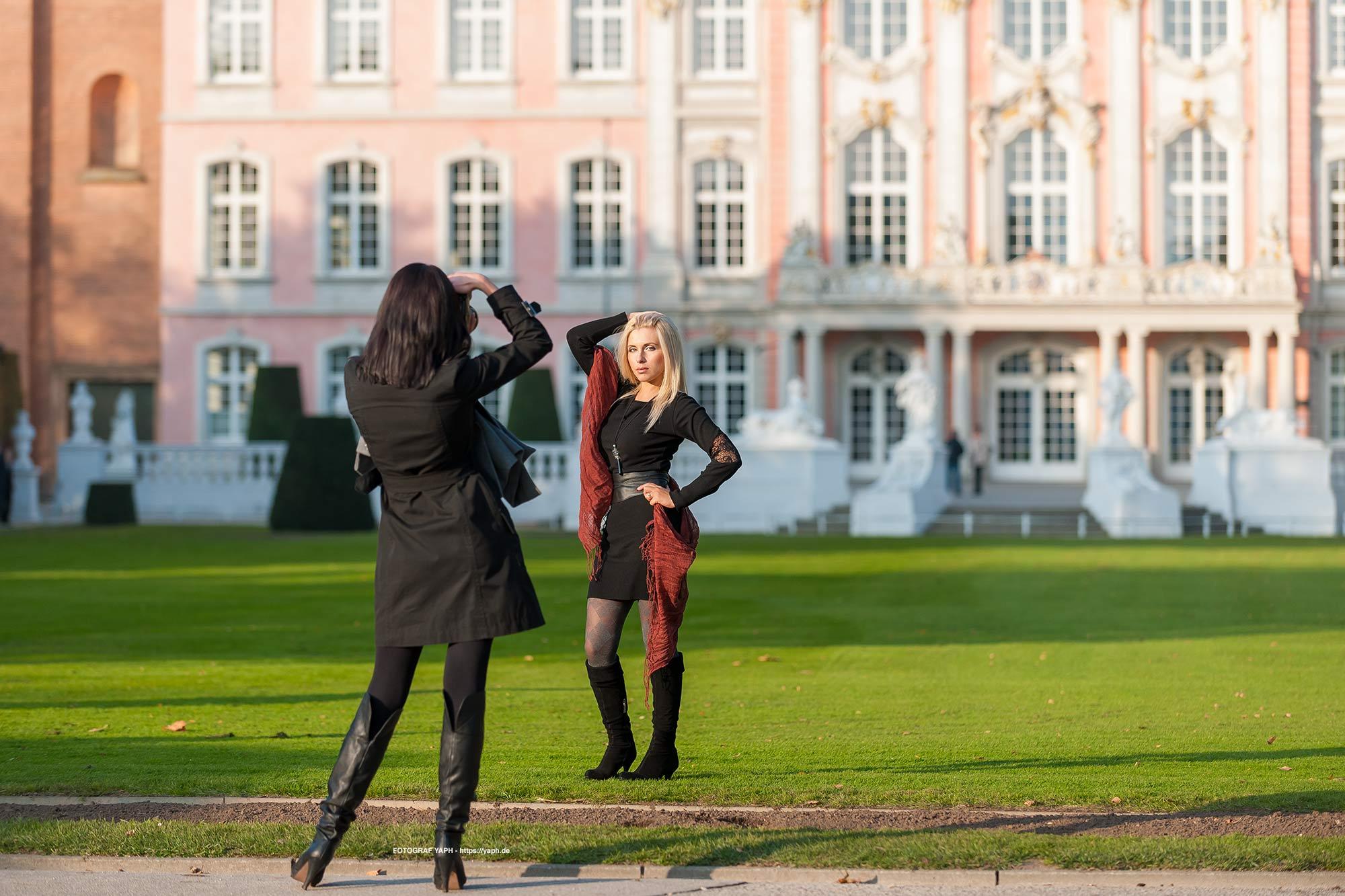 Beauty Fotoshooting mit dem Team von Fotograf Yaph im Fotostudio oder draußen ganz nach deinem Geschmack.