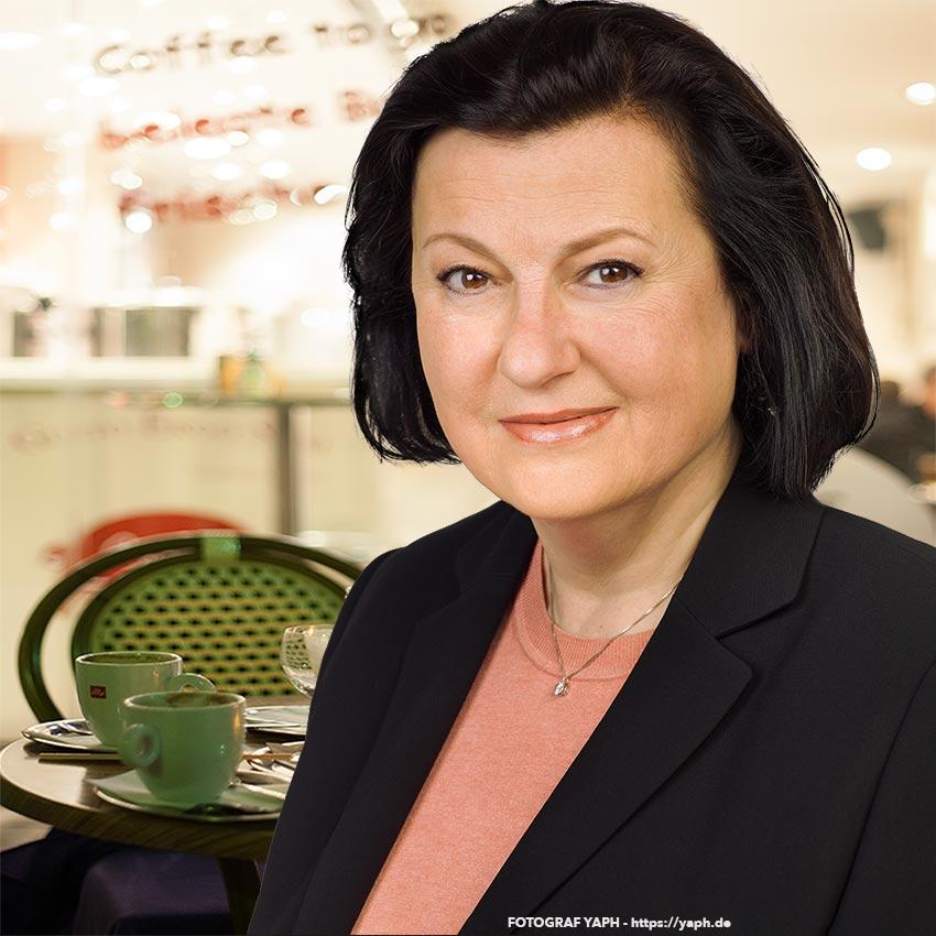 Fotograf für Bewerbungsfotos und Businessportraits in Trier - Yaph - Frau Rumpf Luxemburg.