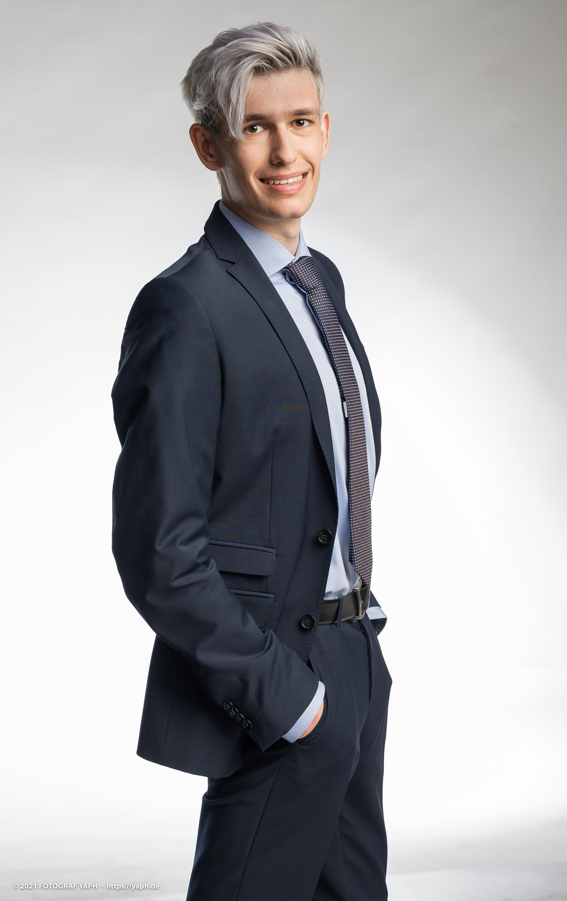 Fotoshooting Bewerbungsfotos und Business Portraits Trier Max - Fotograf Yaph