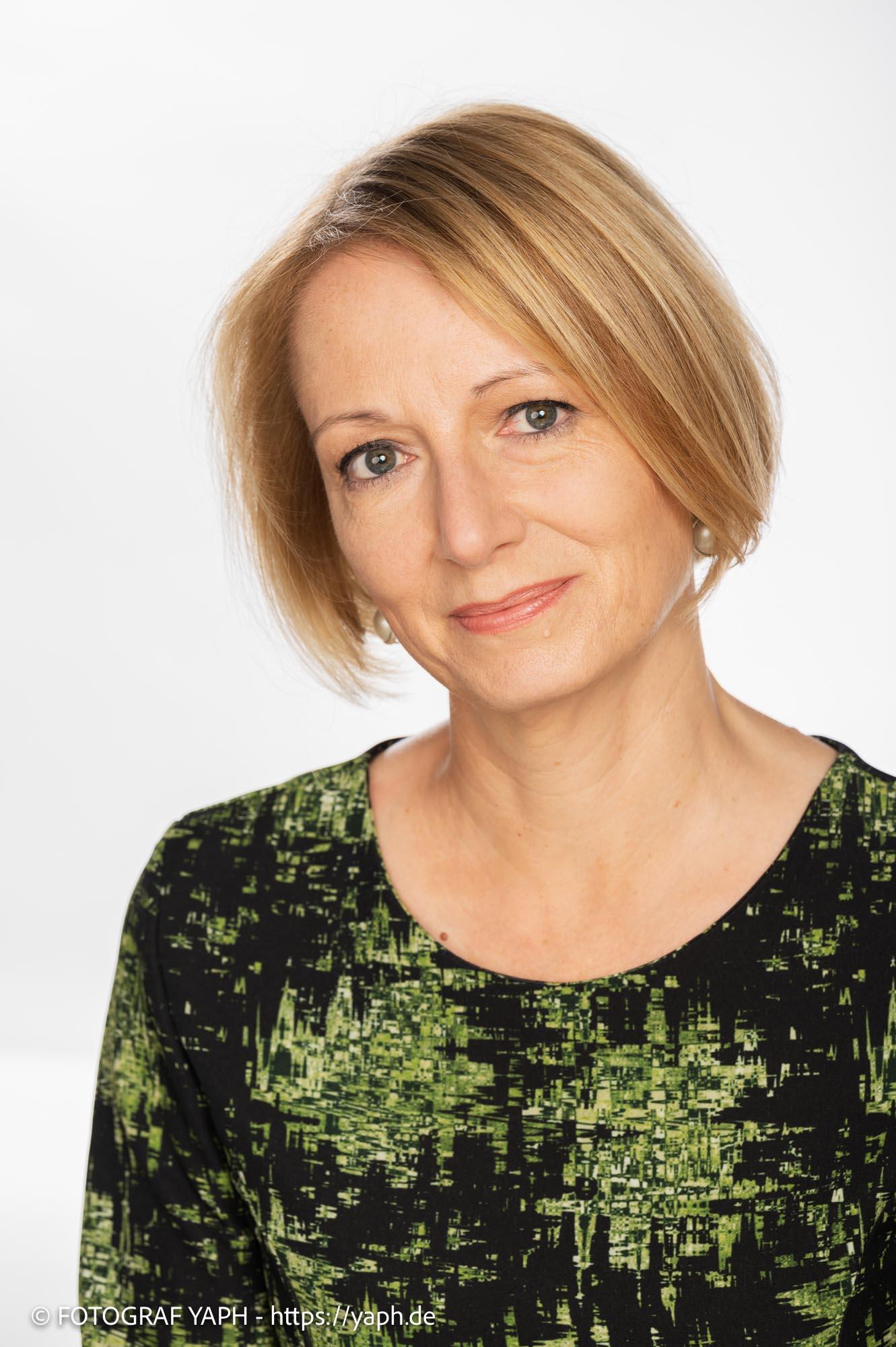 Portrait Fotoshooting für Business Portraits und Bewerbungsfotos Anja bei Yaph Fotograf Trier