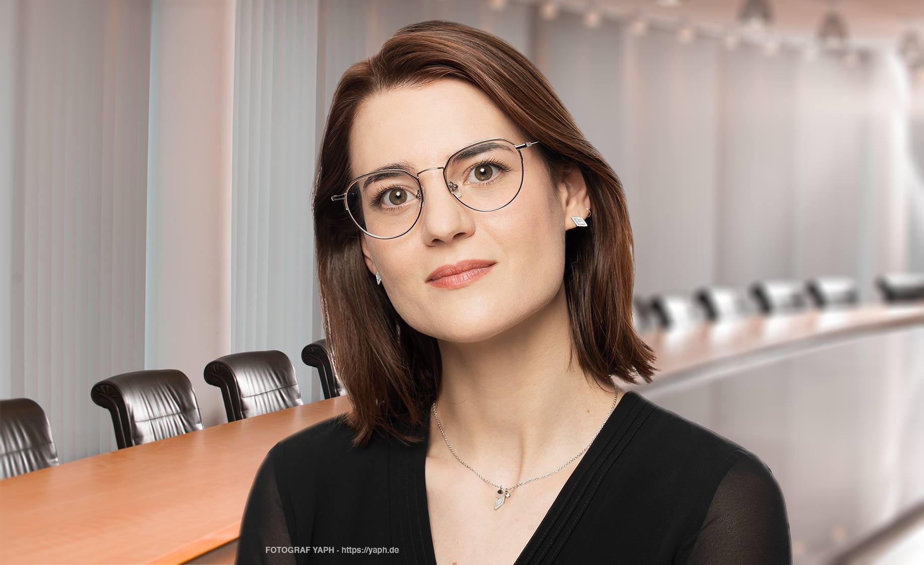 Yaph - Fotograf Bewerbungsfoto Trier und Business Portraits- Hannah