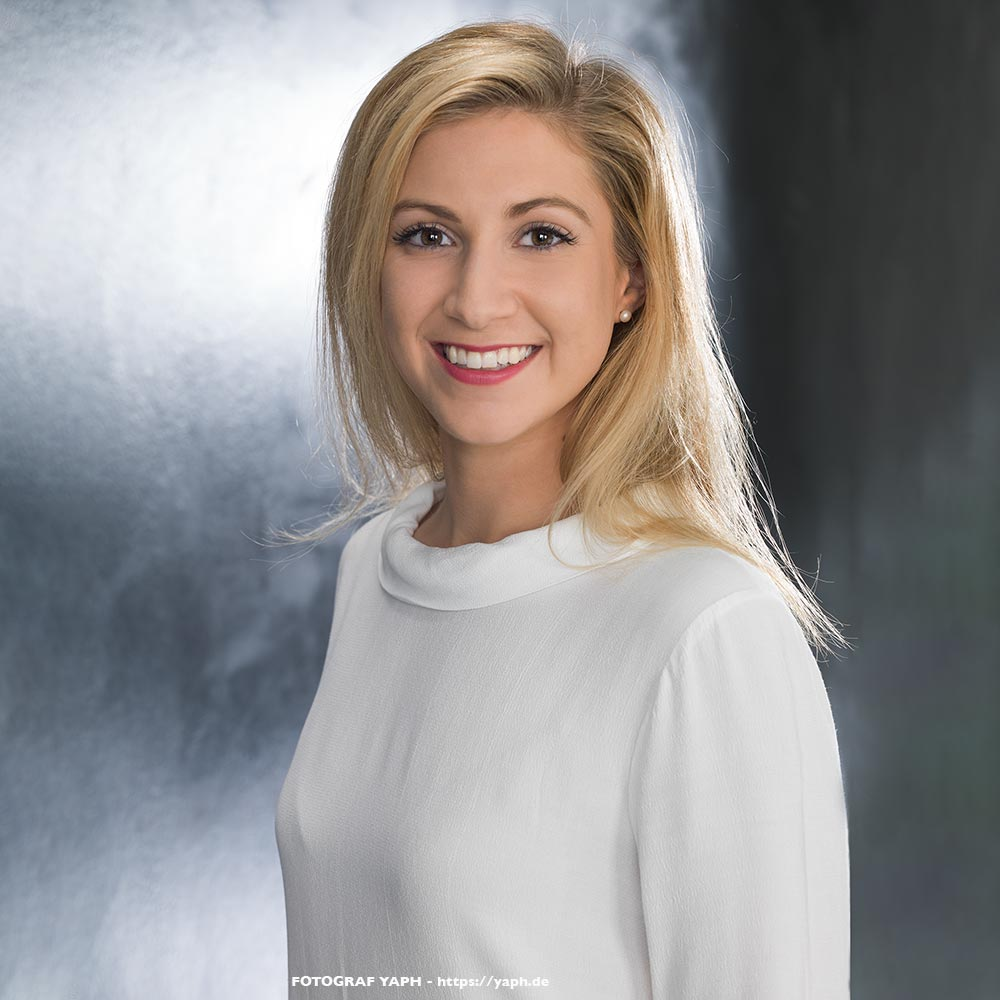 Bewerbungsfotos und Business Portraits Nina im Fotostudio Yaph Trier