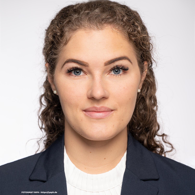 Business Portraits und Bewerbungsfotos Trier von Lina im Fotostudio Yaph