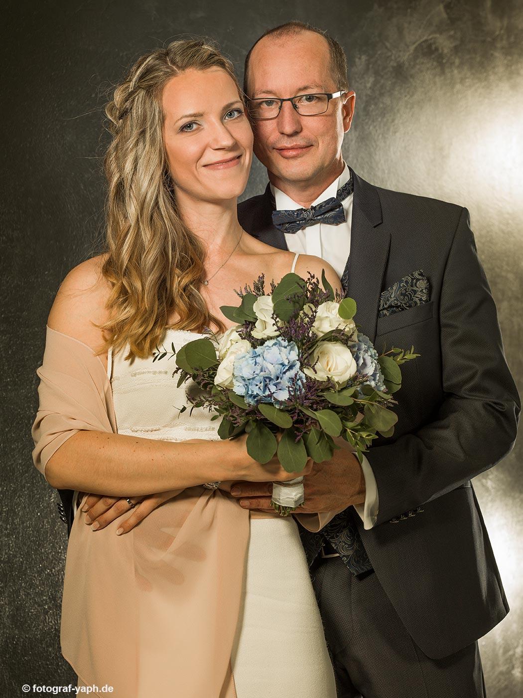 Brautpaarbilder von Petra & Herbert im Fotostudio für Hochzeitsfotografie in Trier