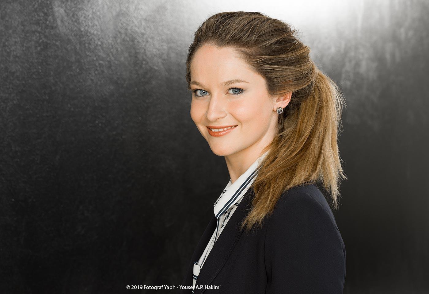 Portraitfotos von Carolin im Fotostudio in Trier Yaph